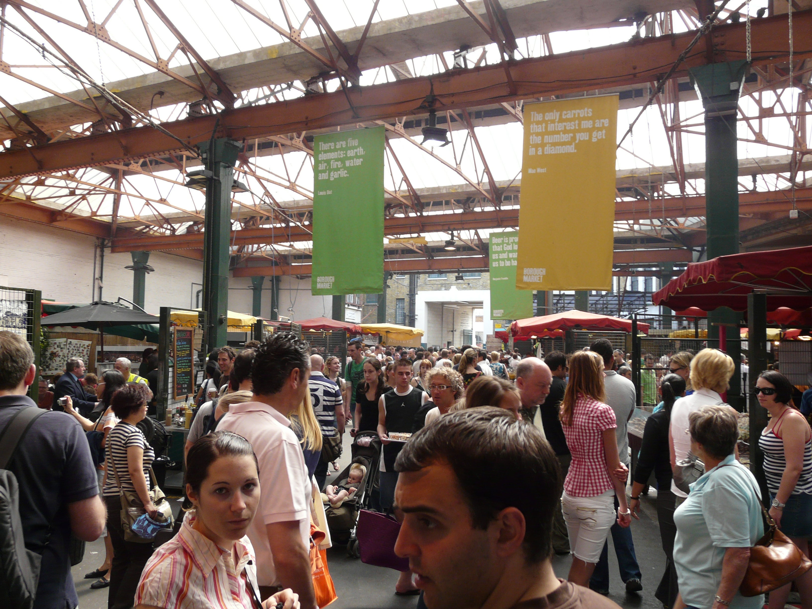 Personas en Borough Market