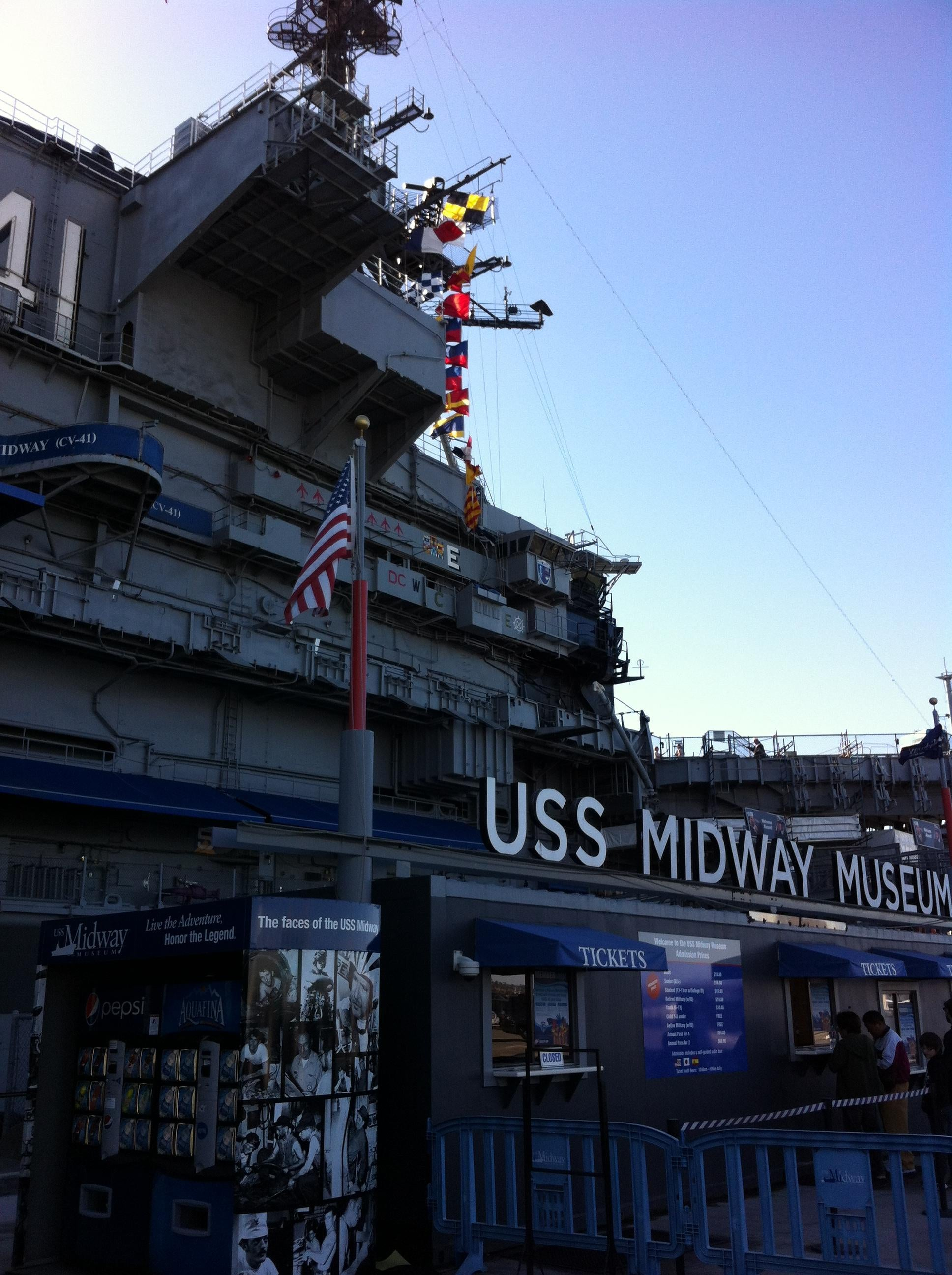 Anochecer en USS Midway Museum