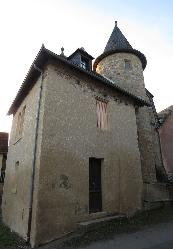 Building in Maison Lavergne