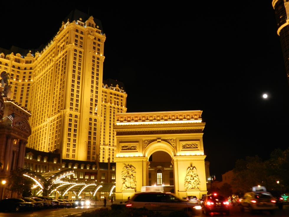 fotos de noche en hotel paris las vegas 7460078. Black Bedroom Furniture Sets. Home Design Ideas