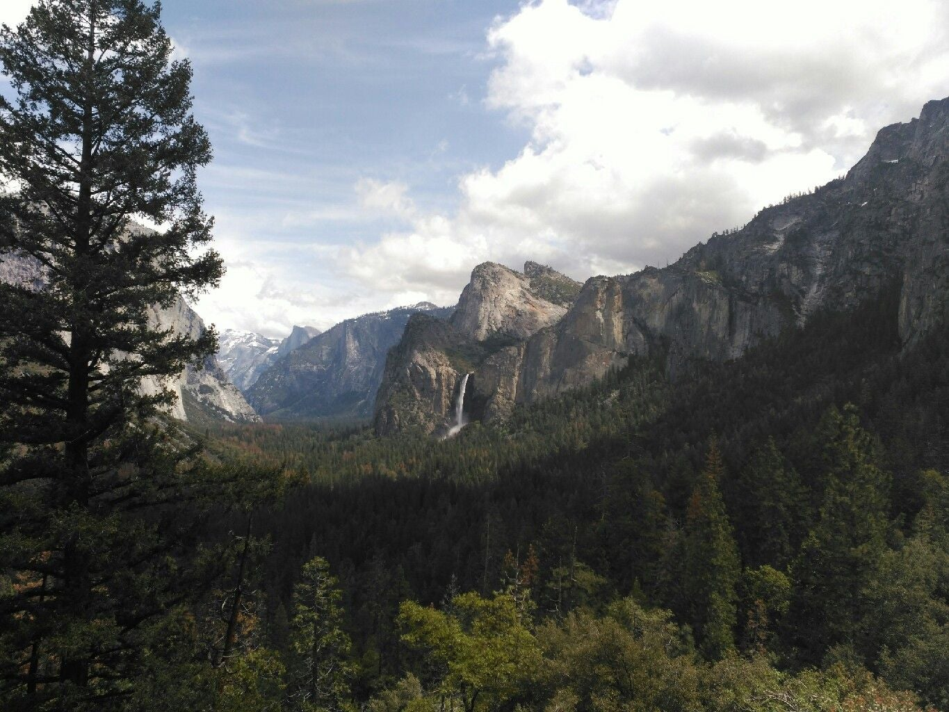 Sendero en Tunnel View