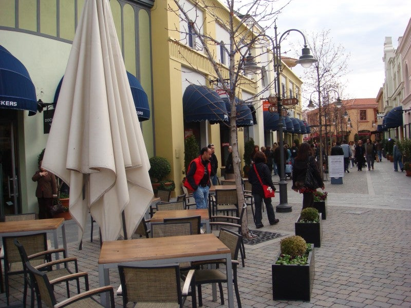 Ciudad en Las Rozas Village outlet shopping