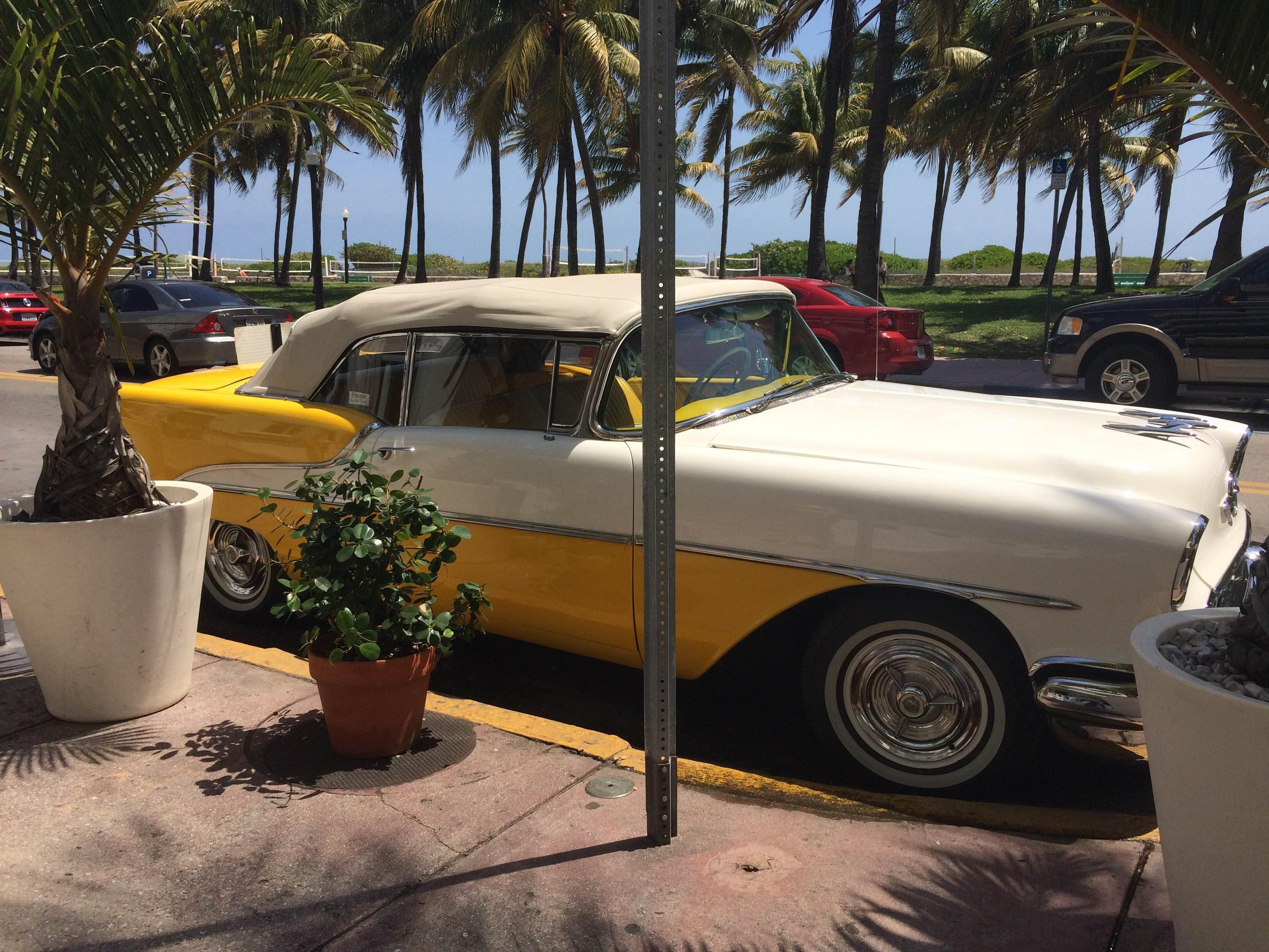 Coche clásico en South Beach