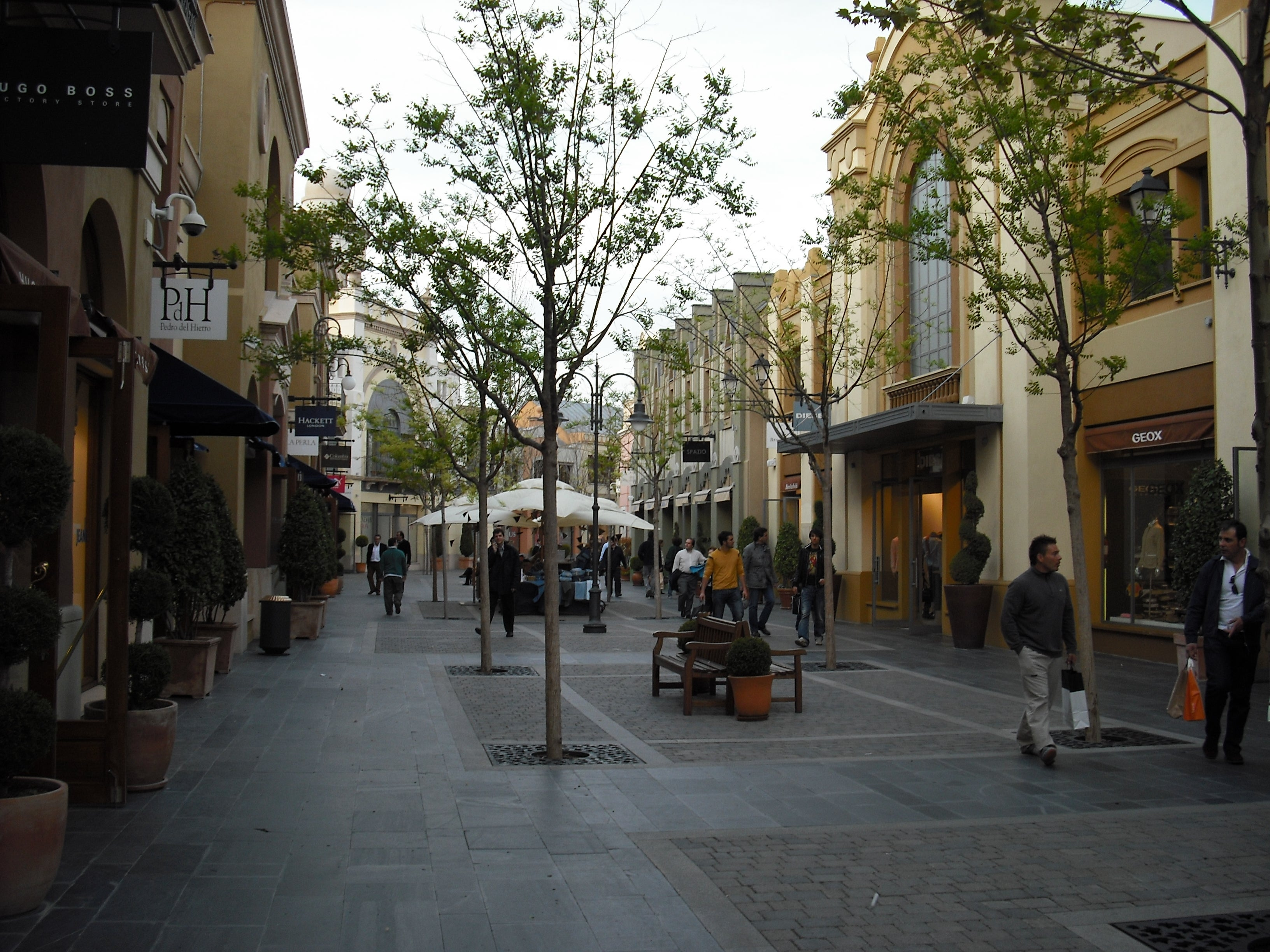Barrio en Las Rozas Village outlet shopping