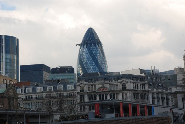 Anochecer en Swiss Re Tower - Torre Gherkin