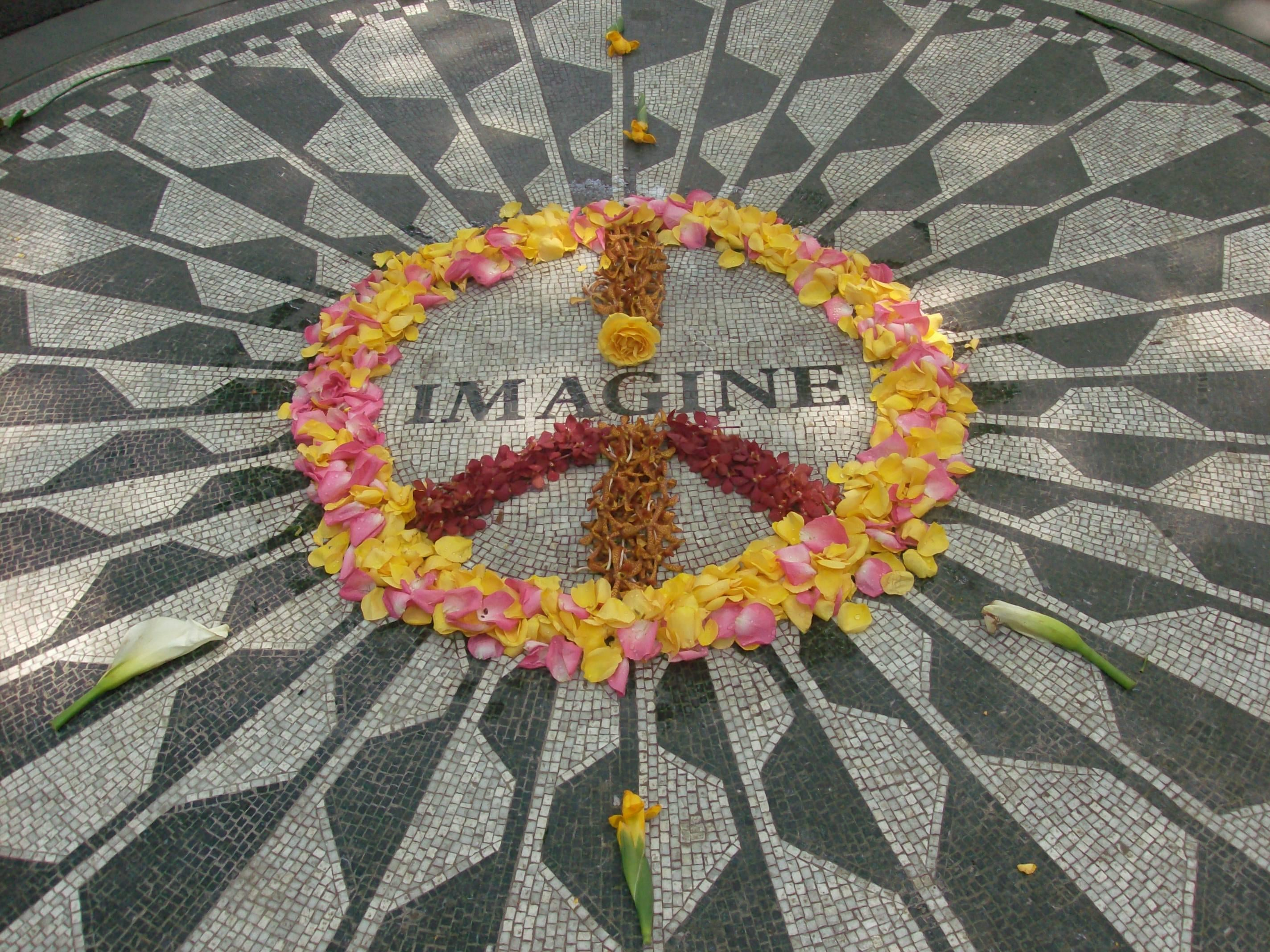 Flor en Strawberry Fields - monumento a John Lennon