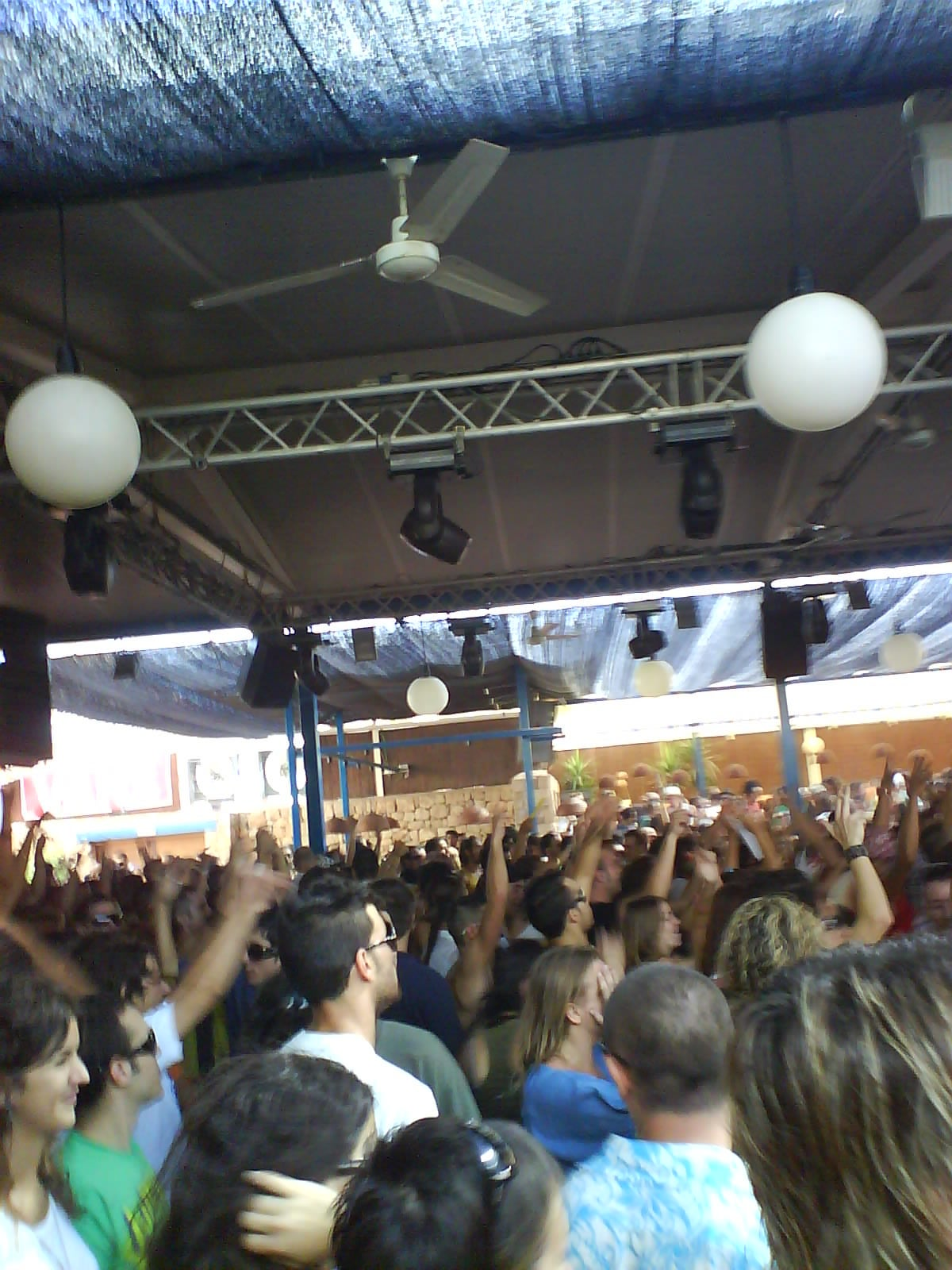 Multitud en Space Ibiza