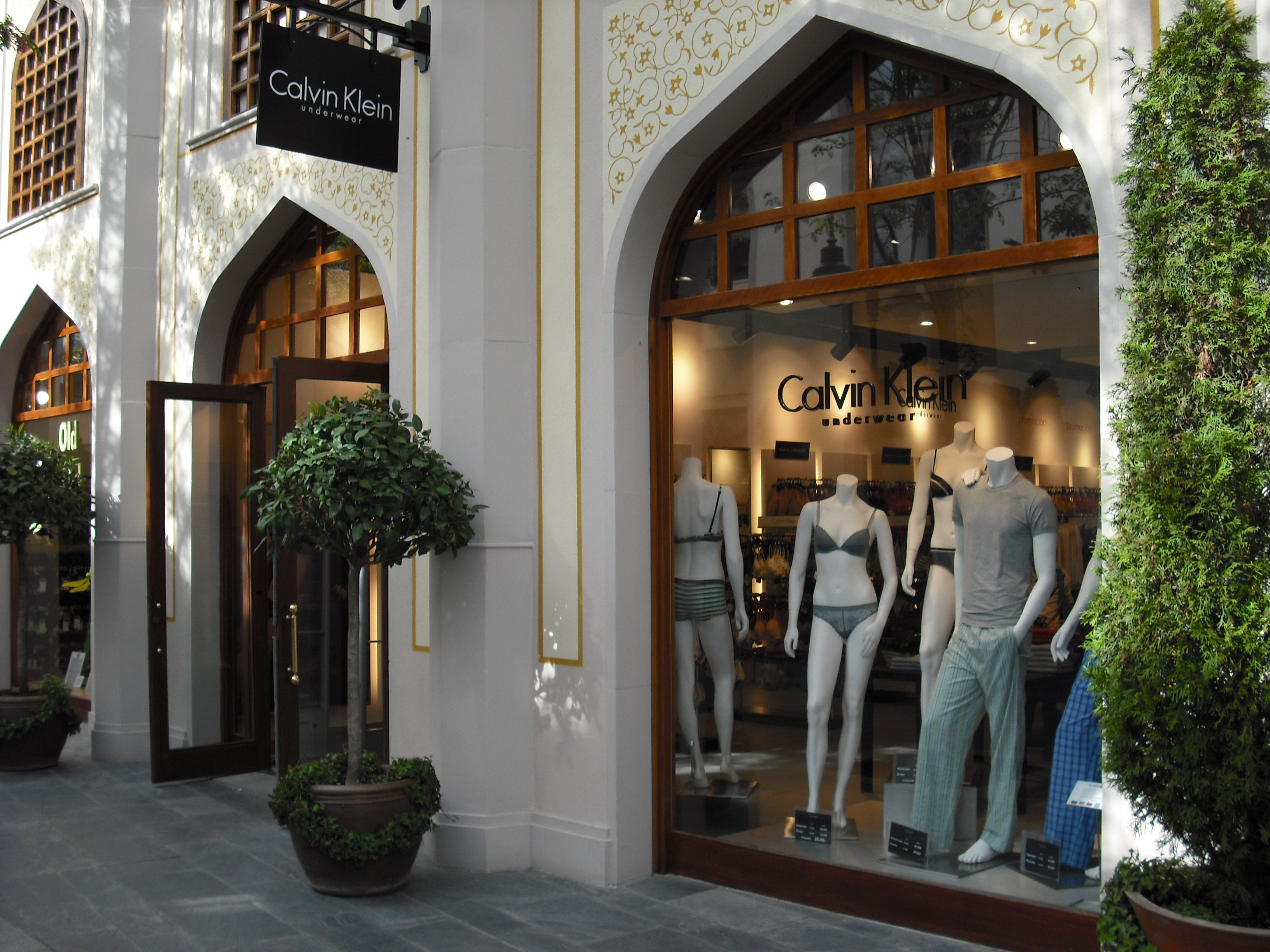 Fachada en Las Rozas Village outlet shopping