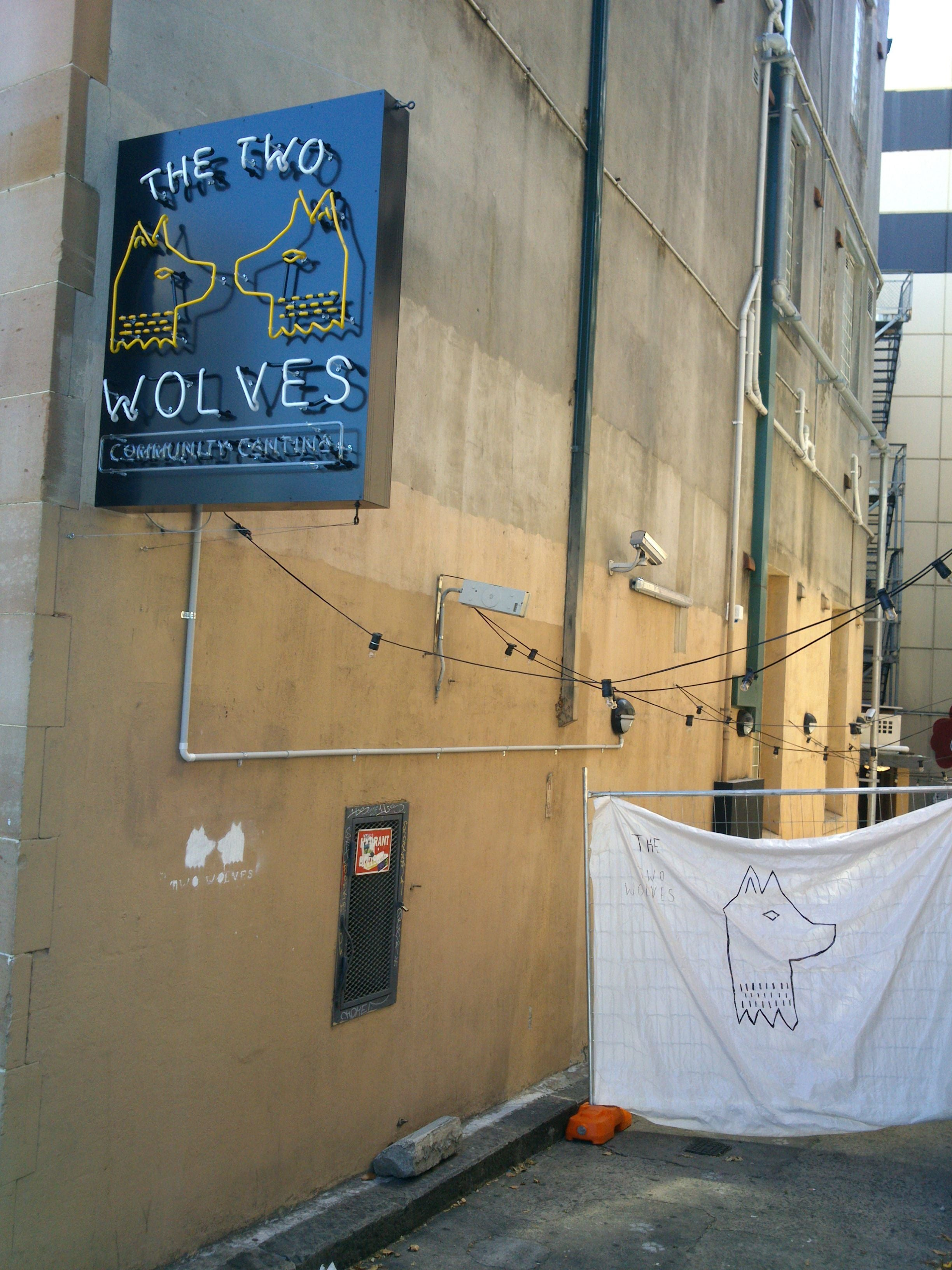 Pared en The two wolves