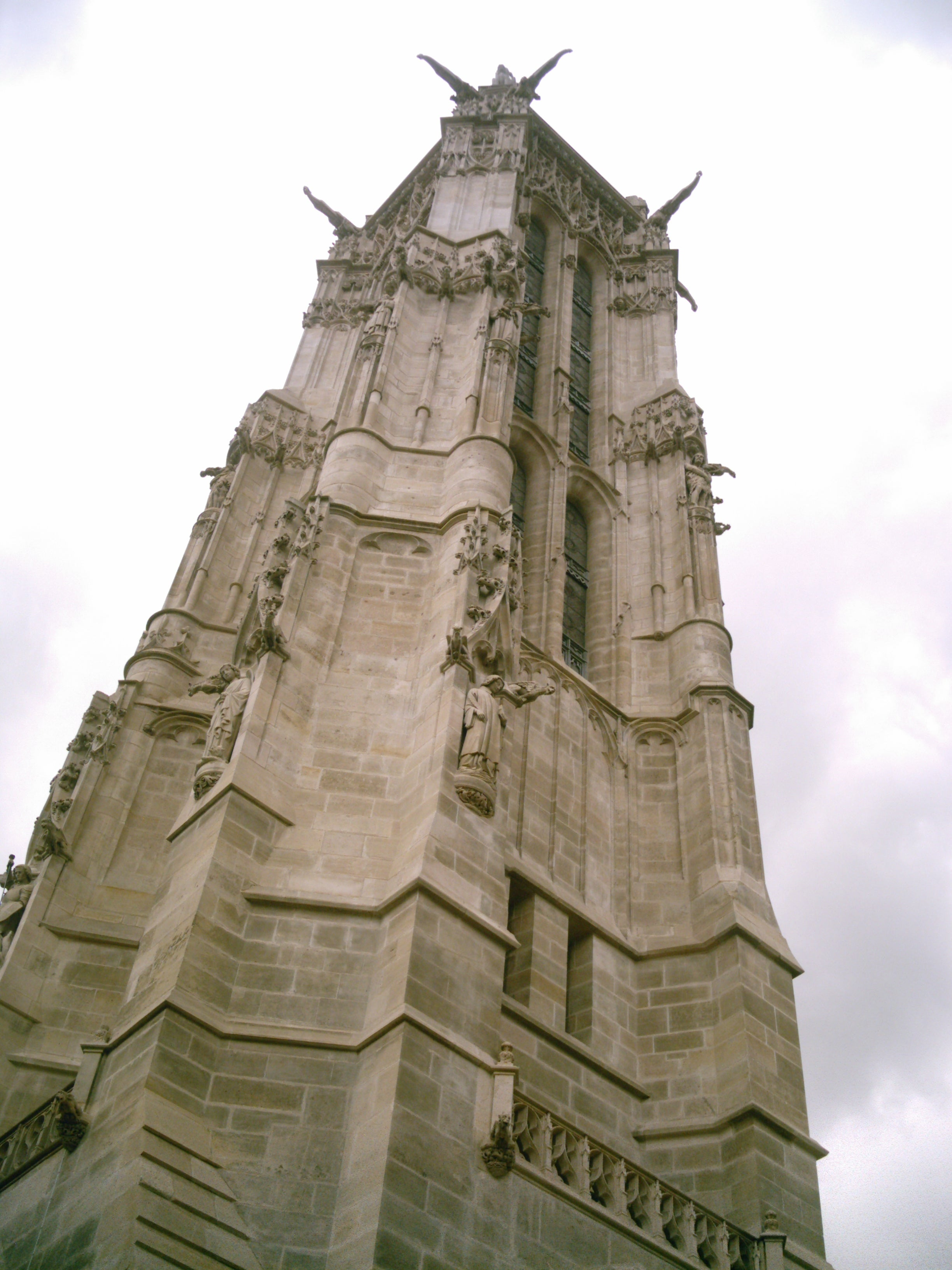 Estatua en Torre Saint Jacques