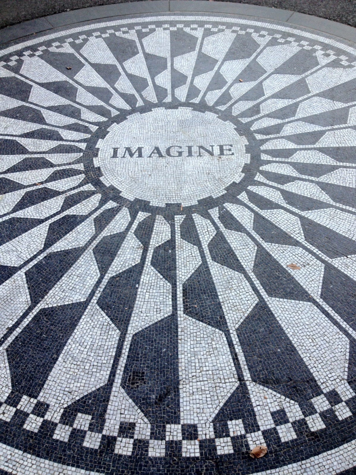 Círculo en Strawberry Fields - monumento a John Lennon