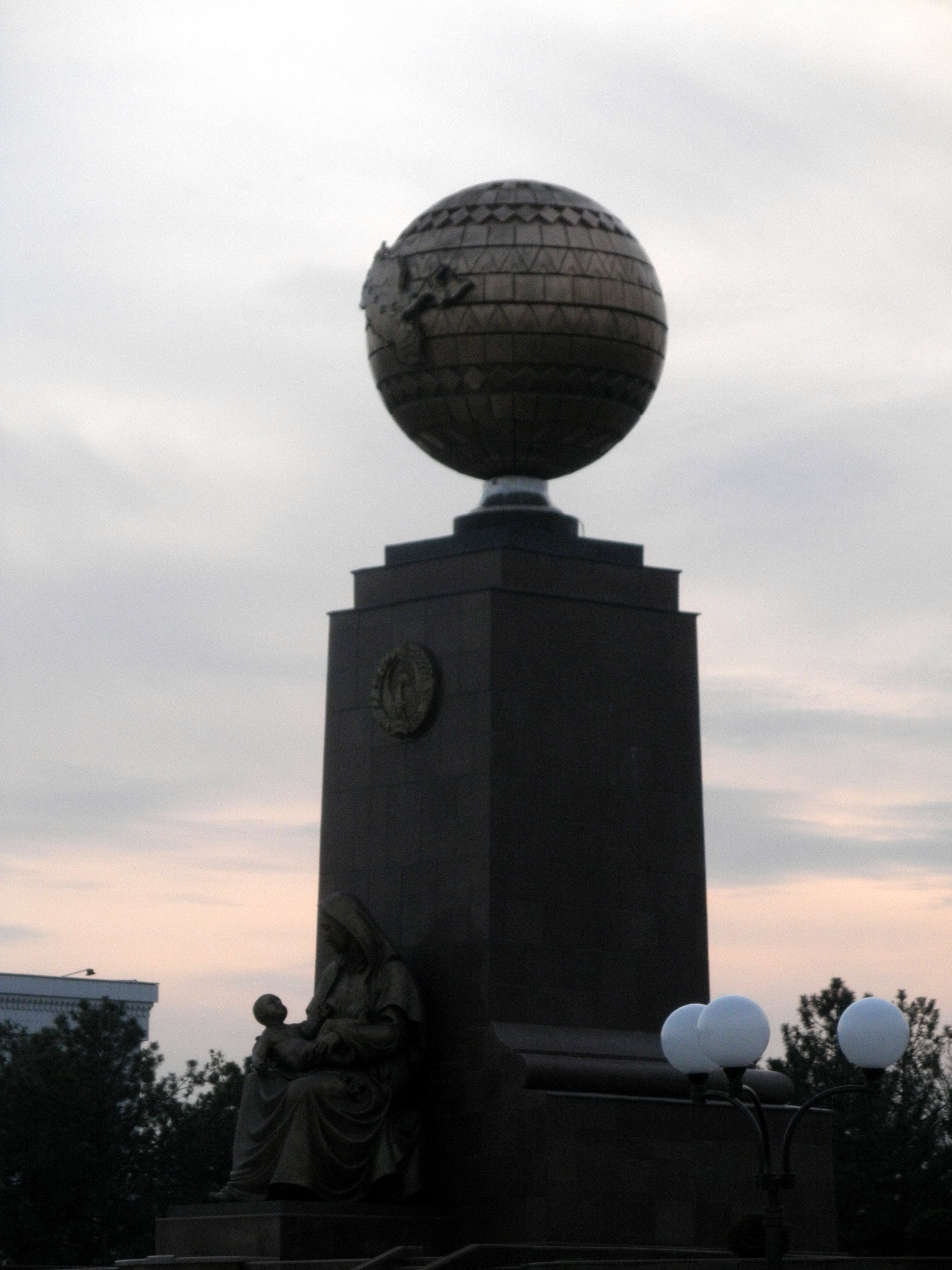 Independence and humanitarianism Monument