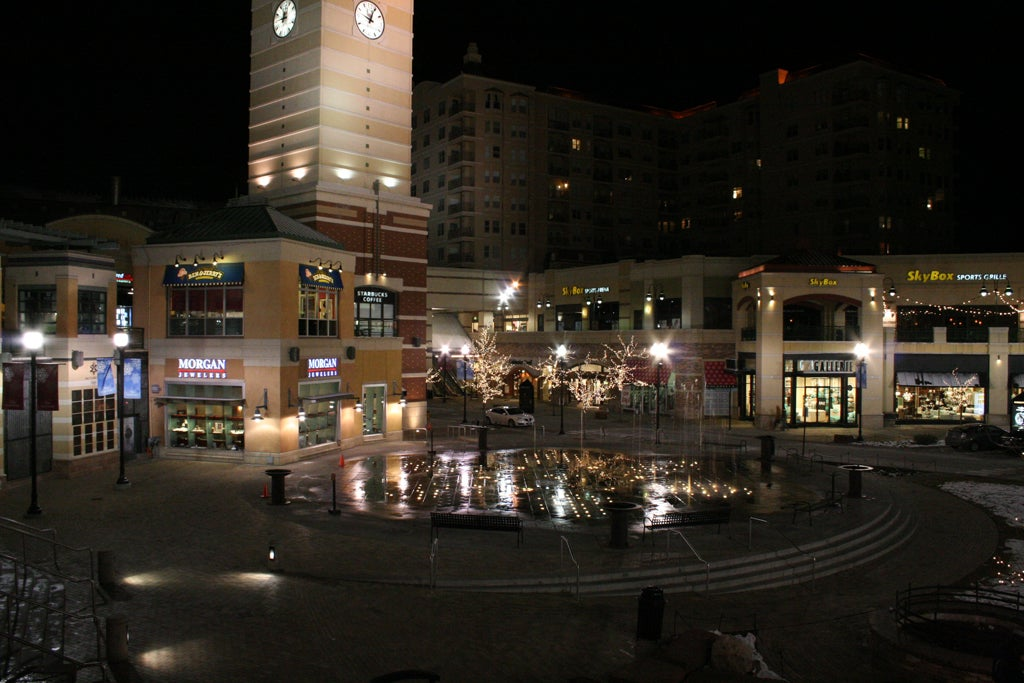 Noche en The Gateway Mall