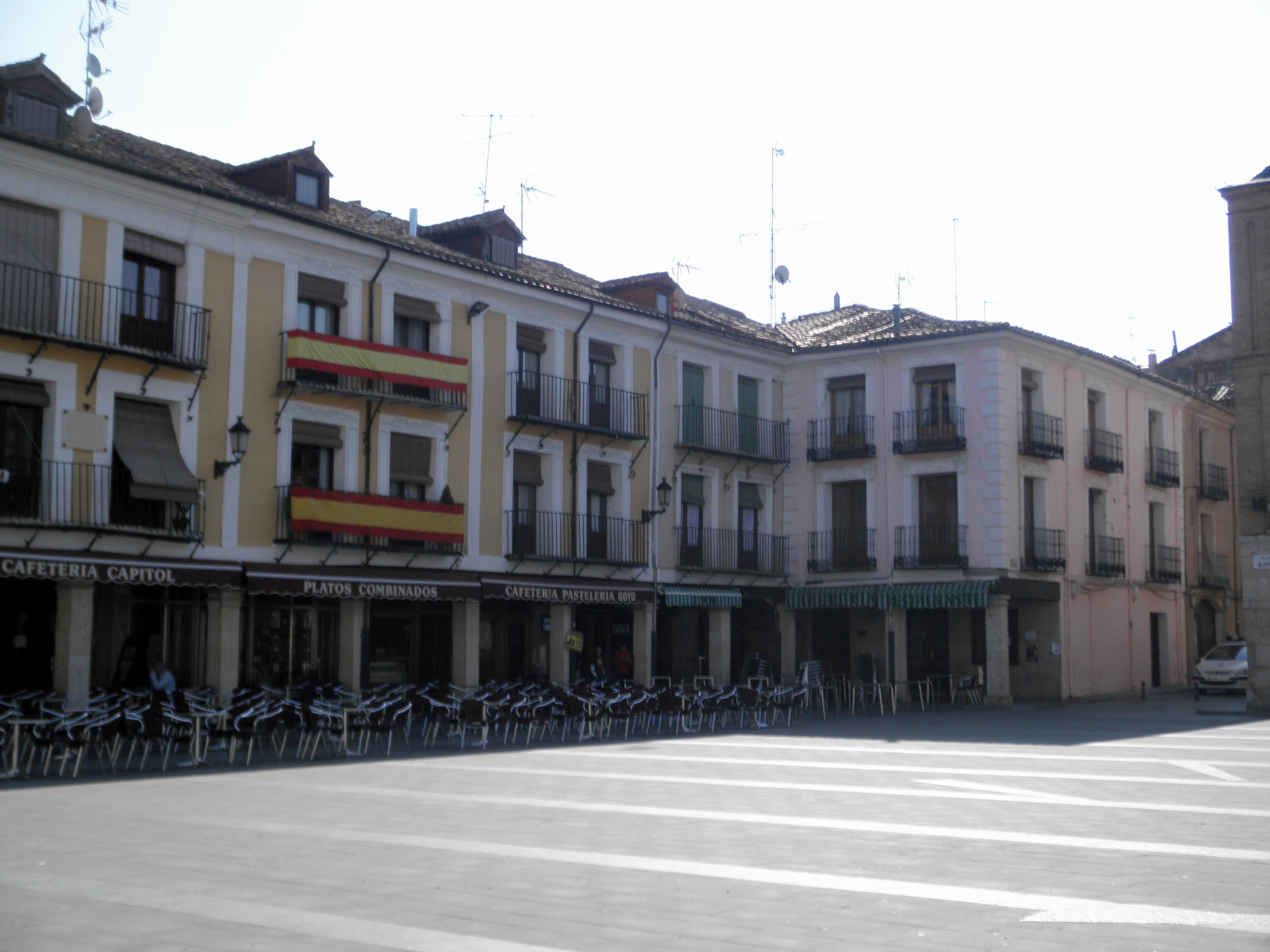 Pueblo en Plaza Mayor
