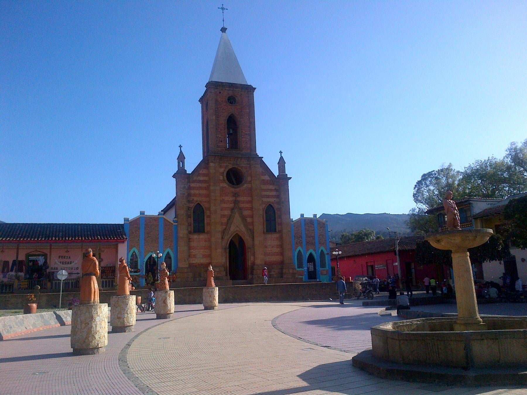 Pueblo en Plaza Mayor de Ráquira