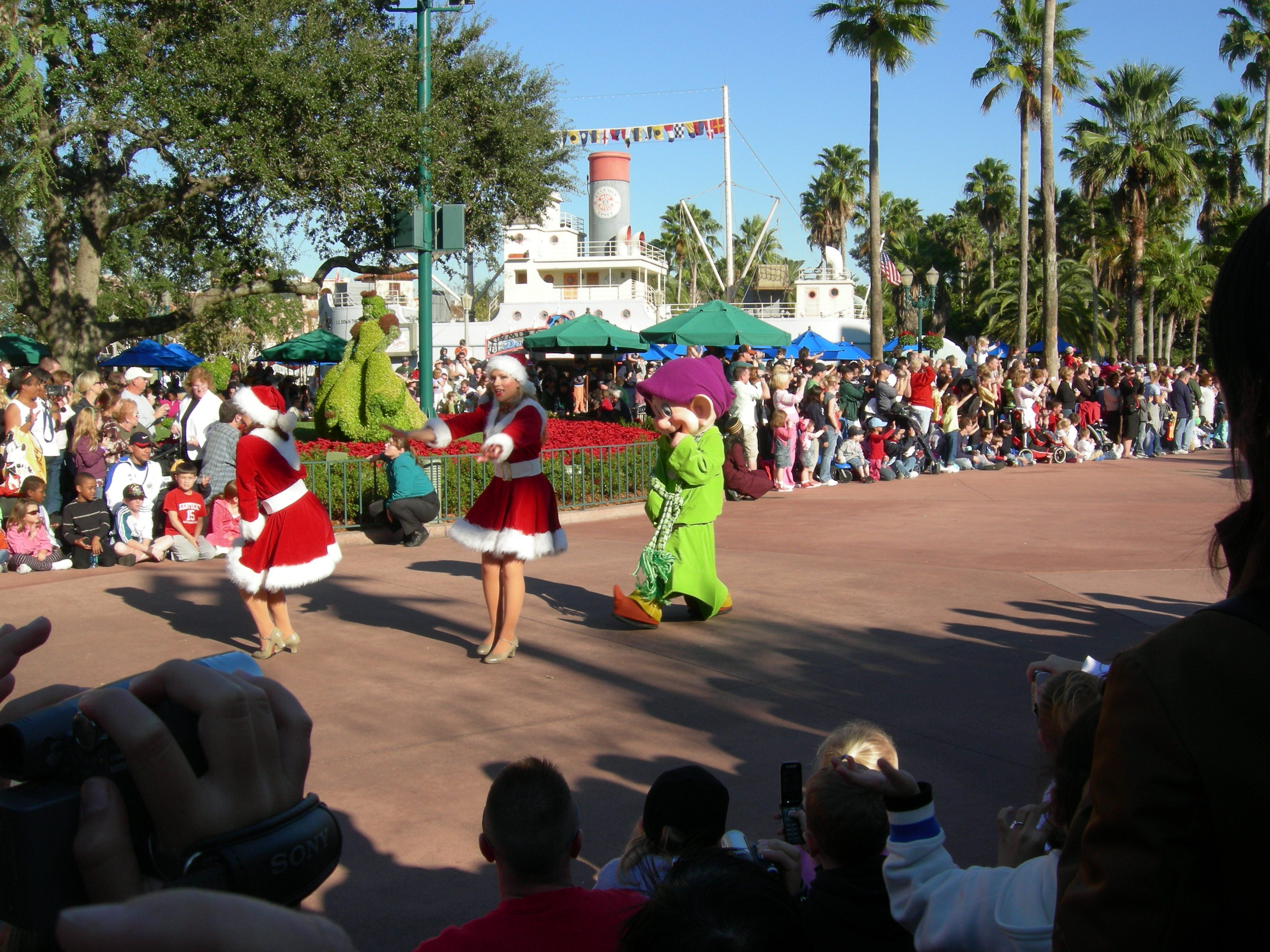 Multitud en Disney Parades (desfiles en los parques de Disney World)