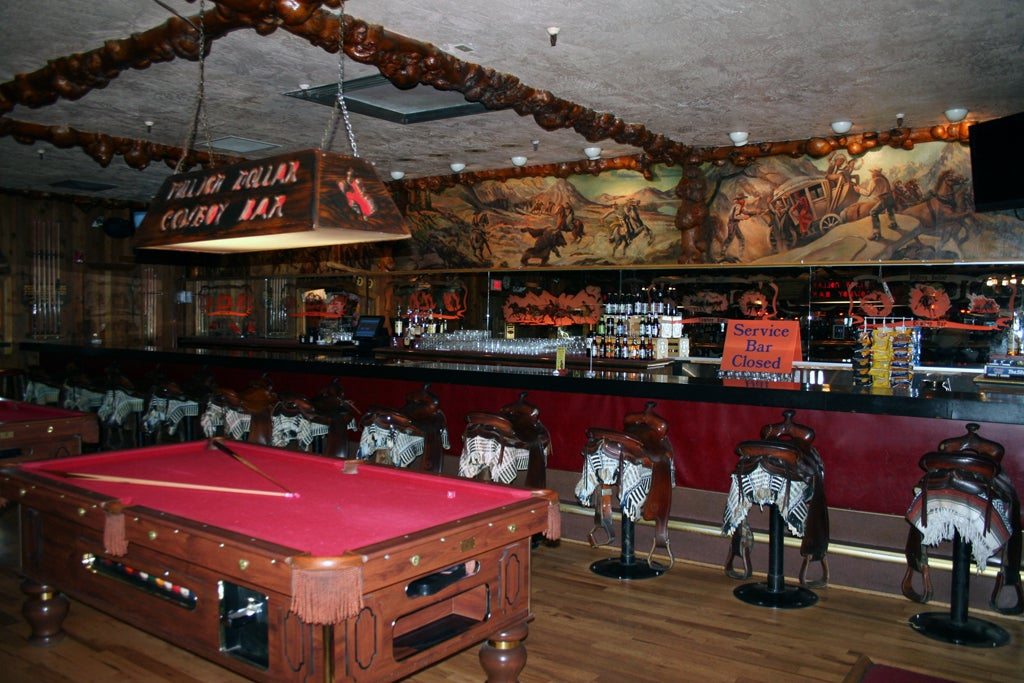 Sala de billar en Million Dollar Cowboy bar