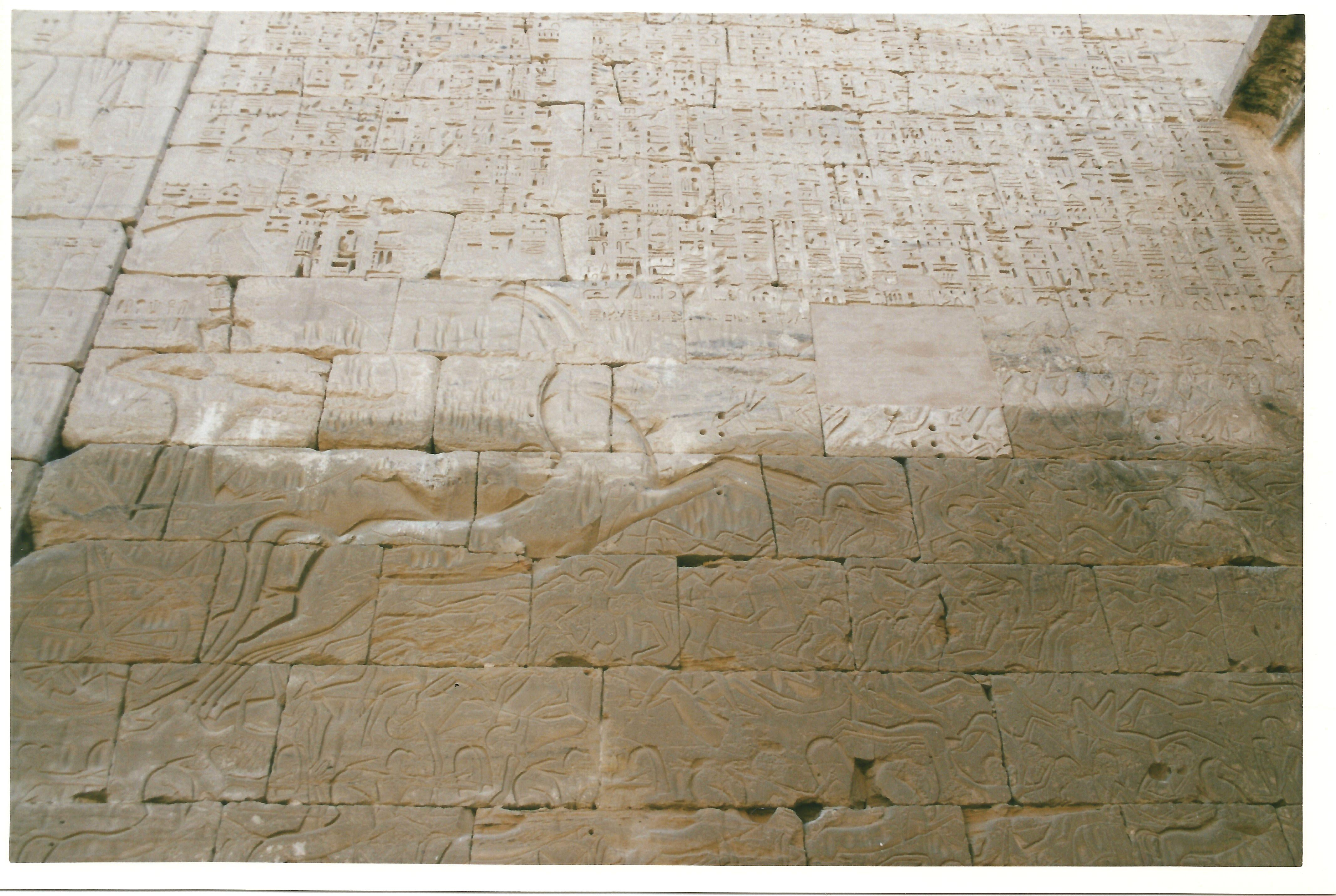Pared de piedra en Medinet Habu