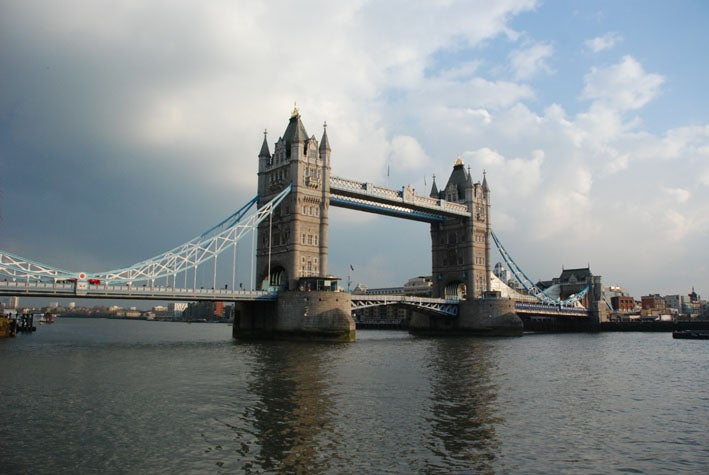 Puente atirantado en Tower Bridge