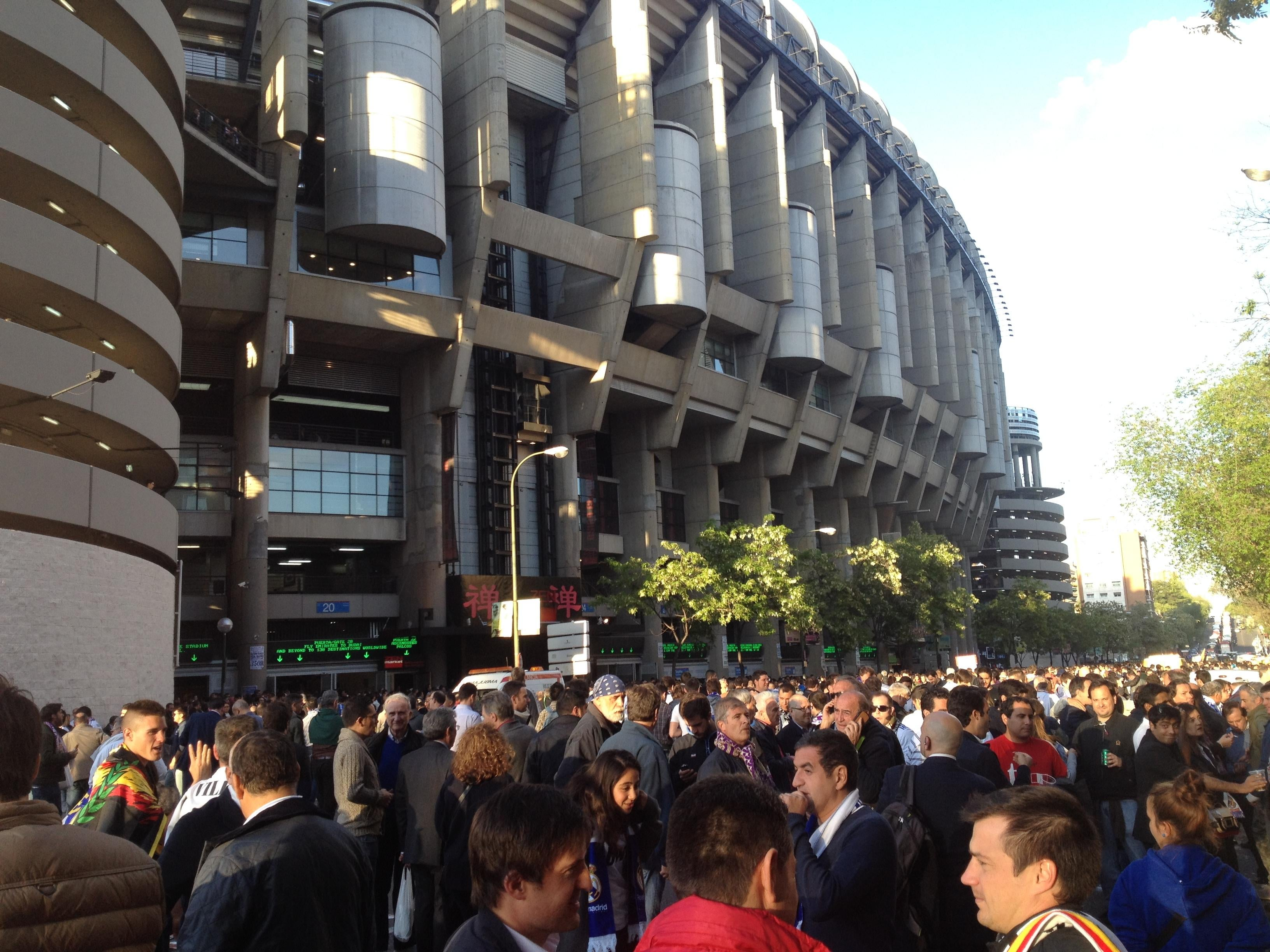Multitud en Estadio Santiago Bernabéu