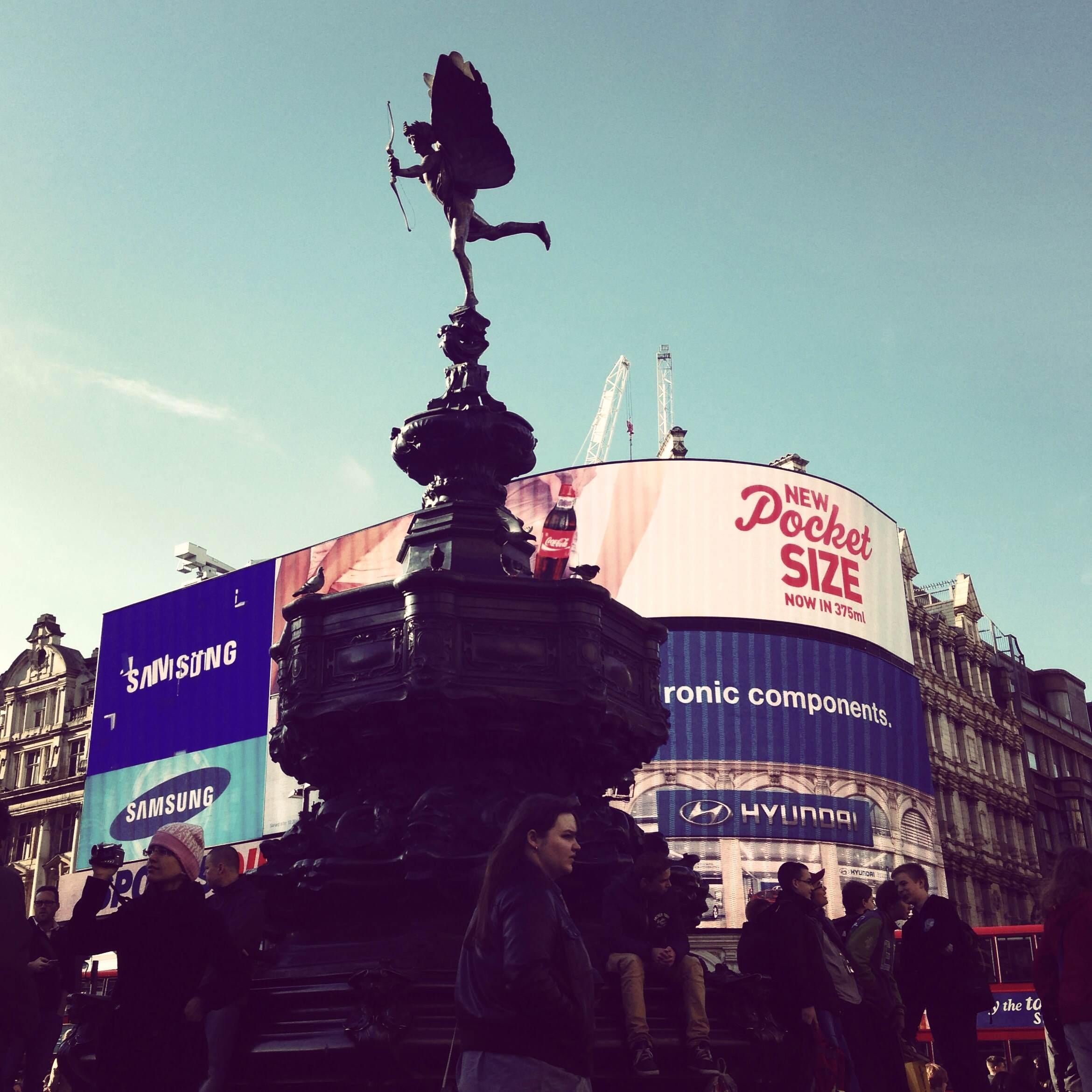 Color rosa en Picadilly Circus
