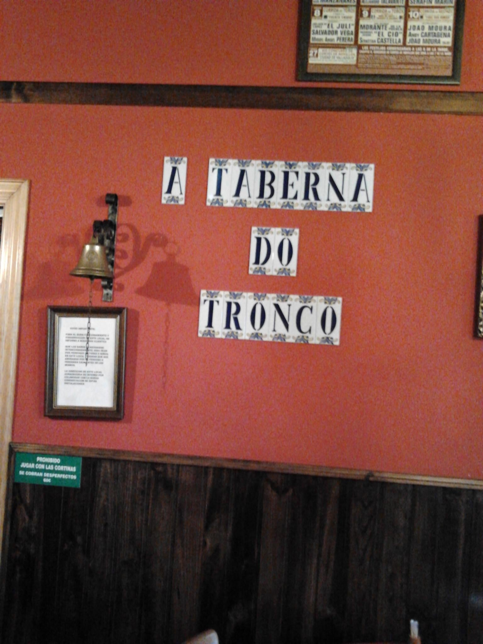 Póster en A Taberna do Tronco