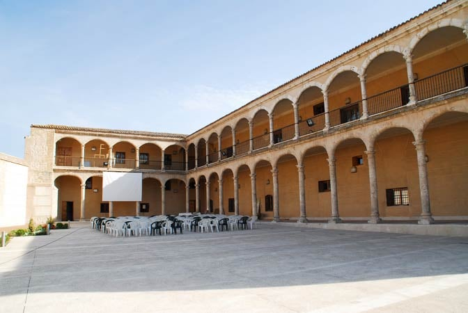 The Maria de Padilla Courtyard and Porticoes