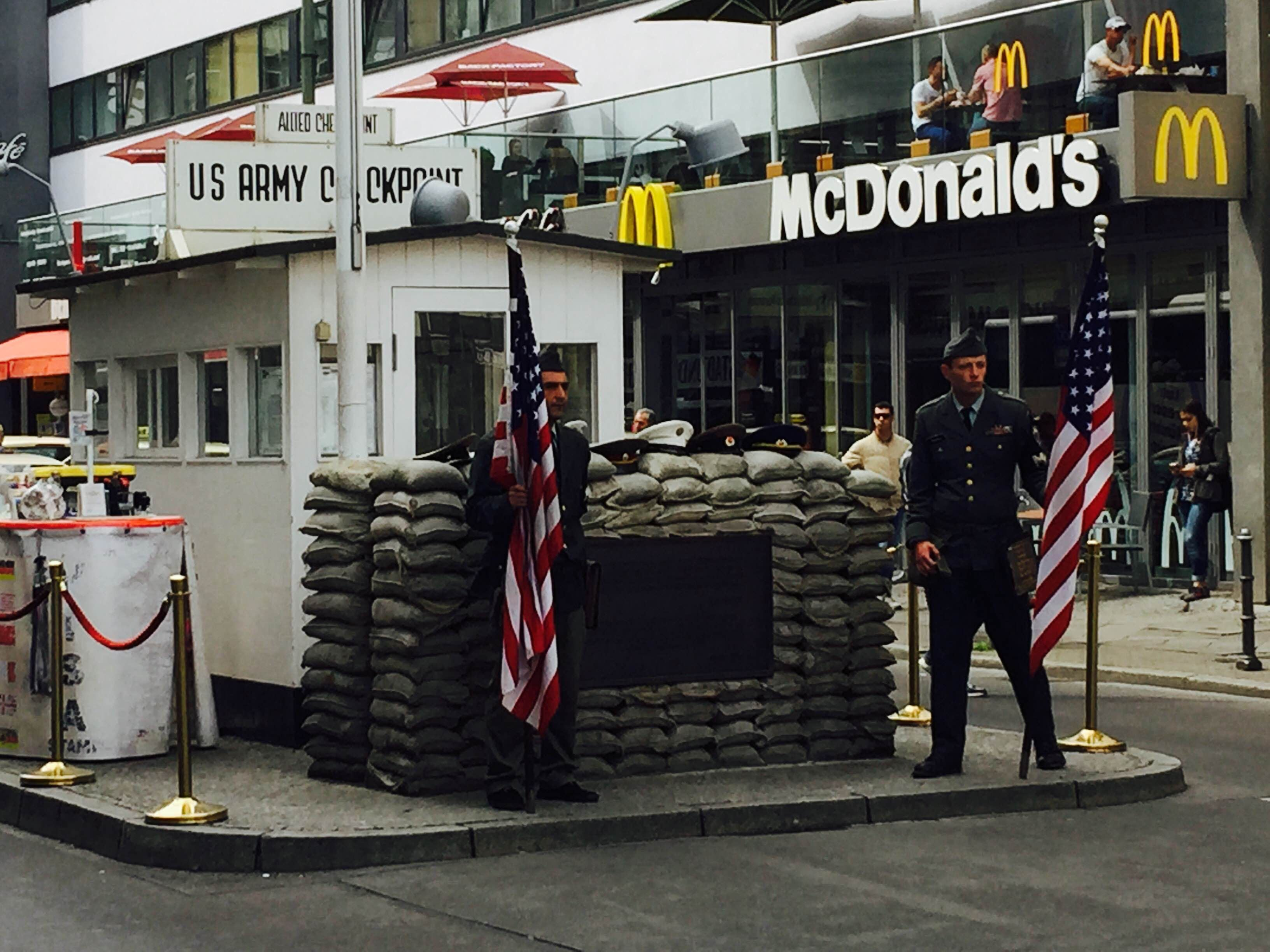 Calle en Checkpoint Charlie