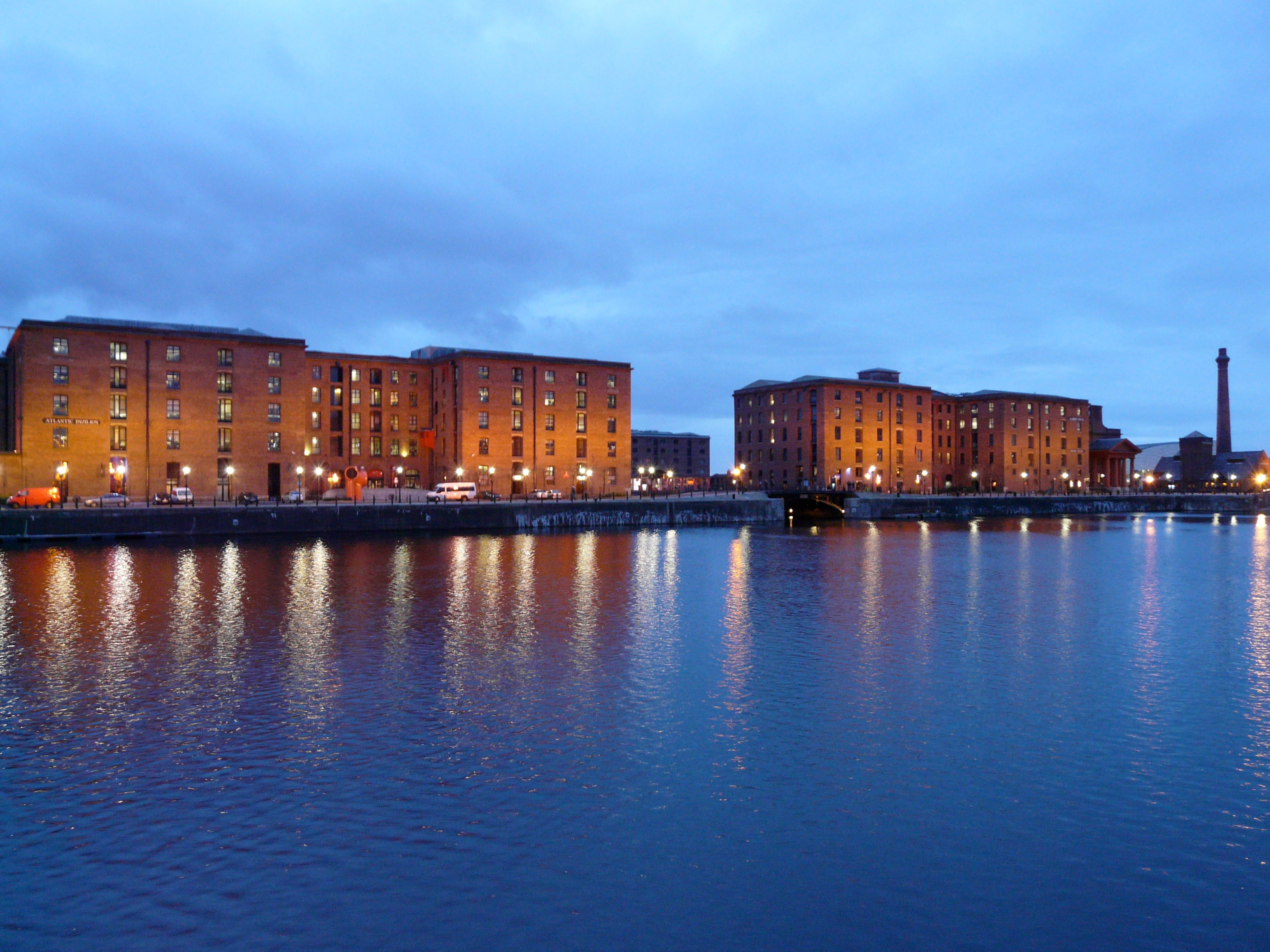 Noche en Royal Albert Dock