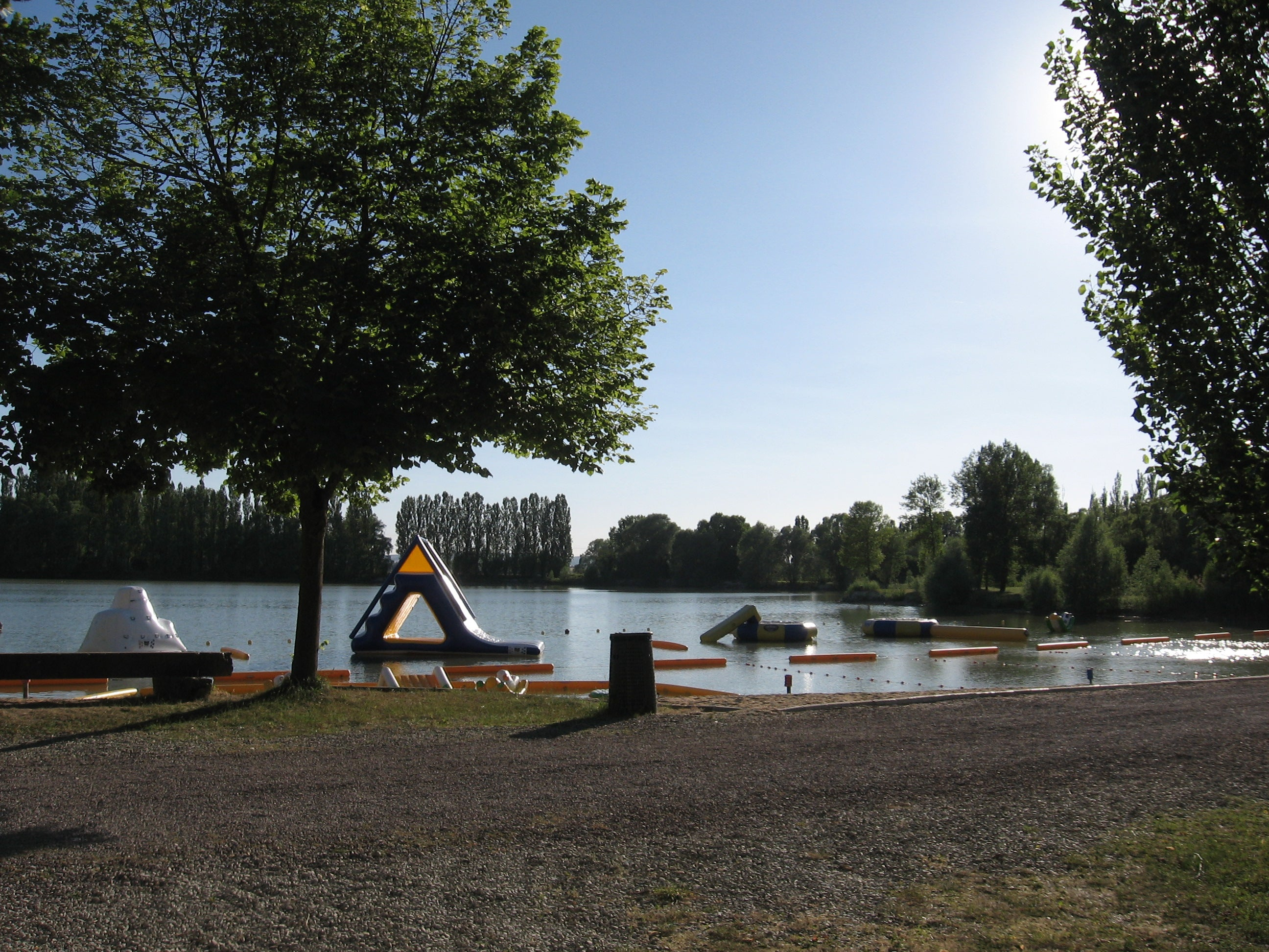 Camping Terres Rouges, Clerey, Francia