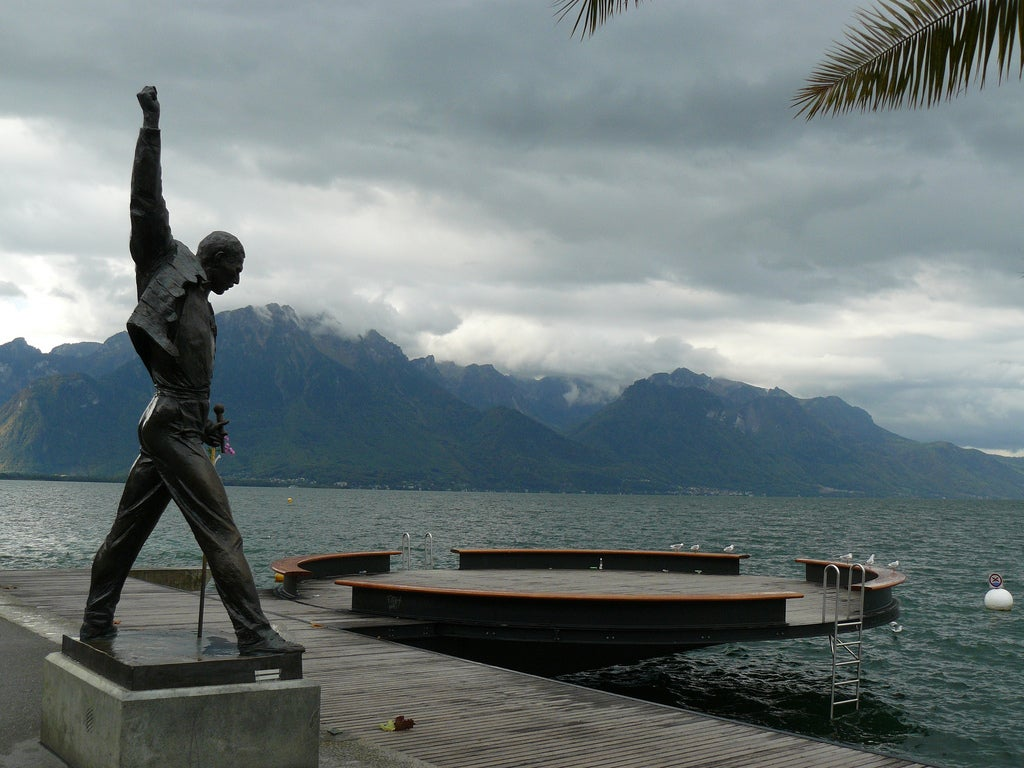 Mar en Estatua Freddie Mercury