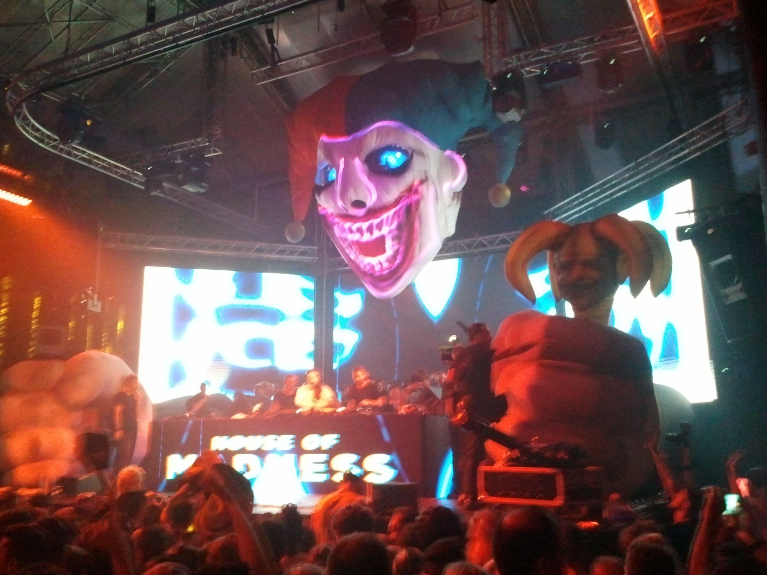 Sala de conciertos en House of Madness all'Amnesia