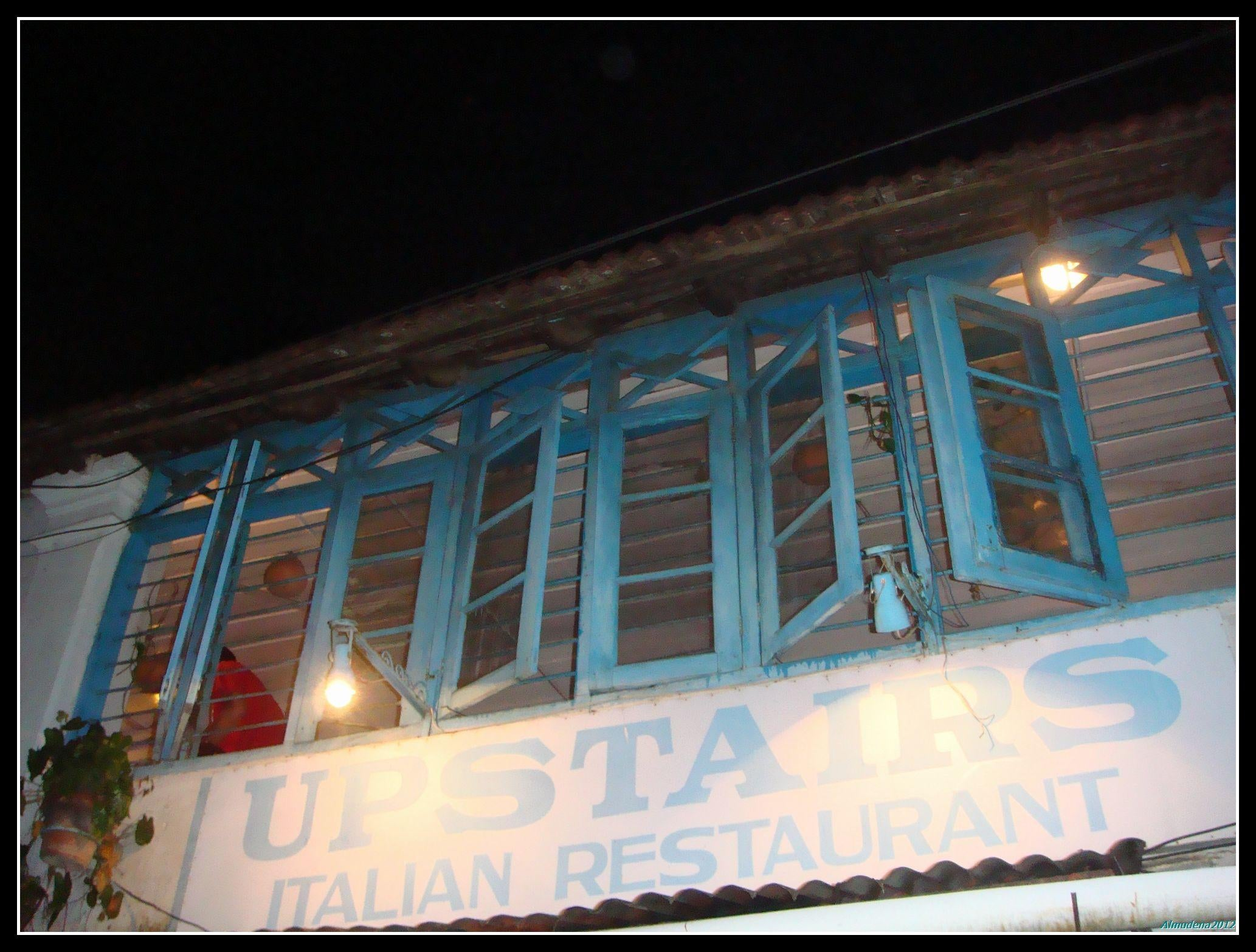 Edificio deportivo en Upstairs Italian Restaurant
