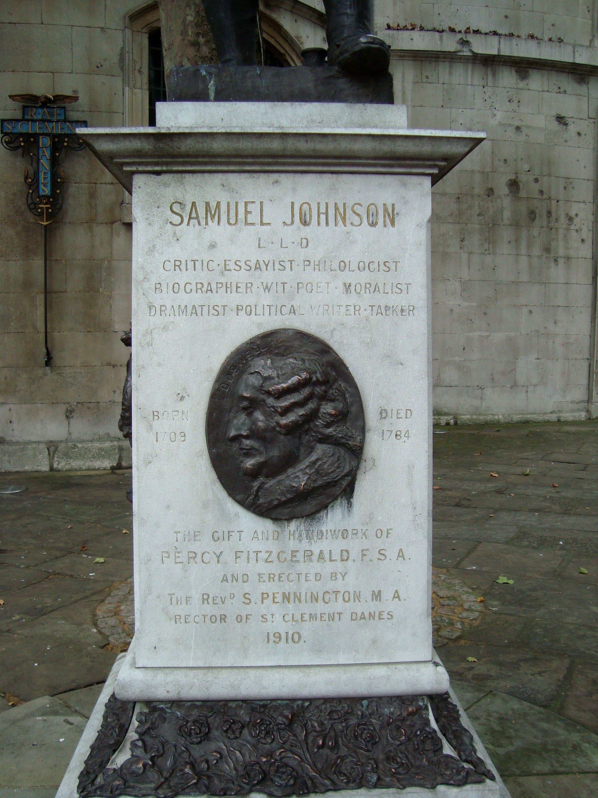 Memorial en Estatua del Dr. Samuel Johnson
