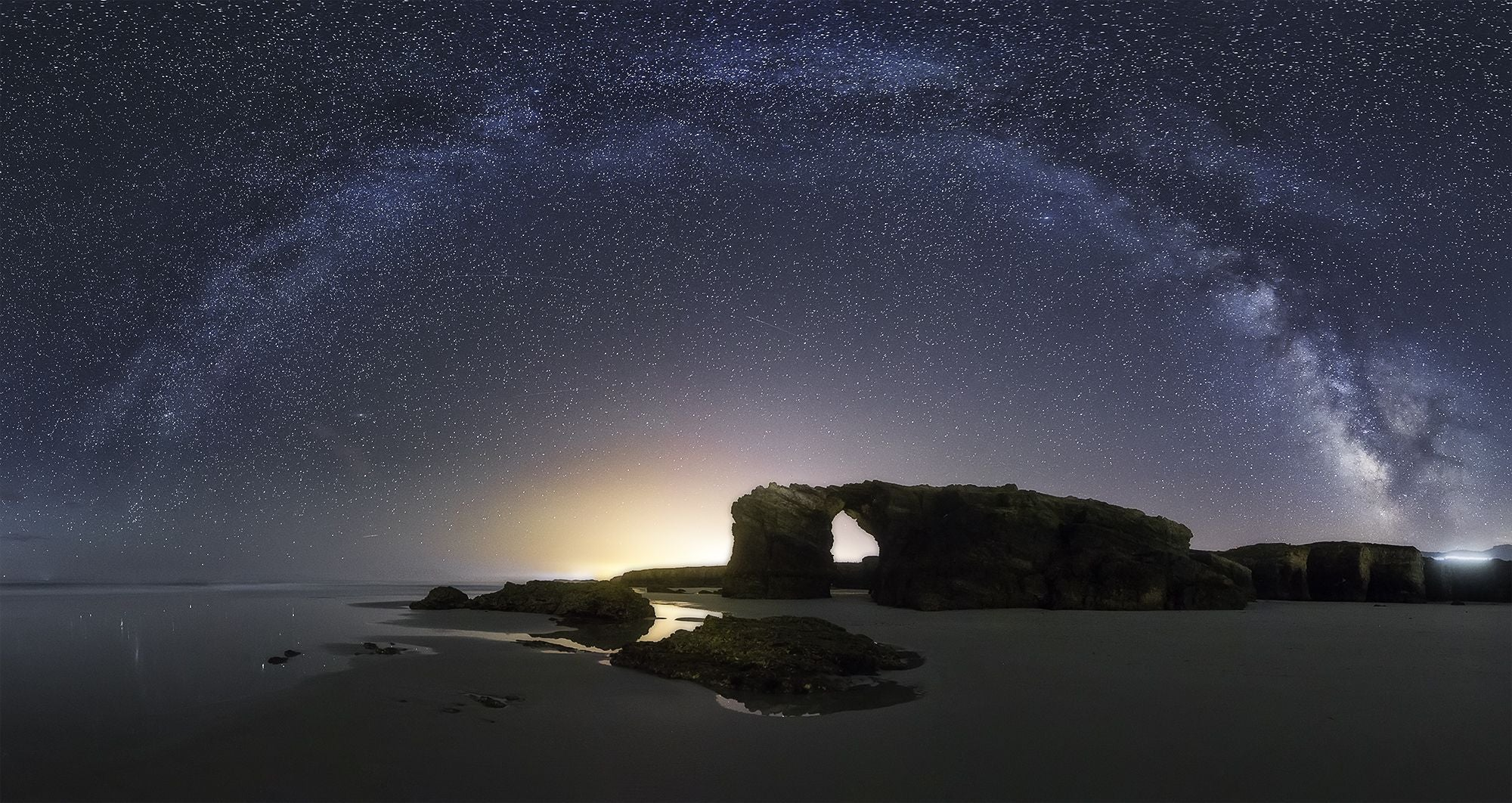 Galaxia en Playa de Las Catedrales - As Catedrais