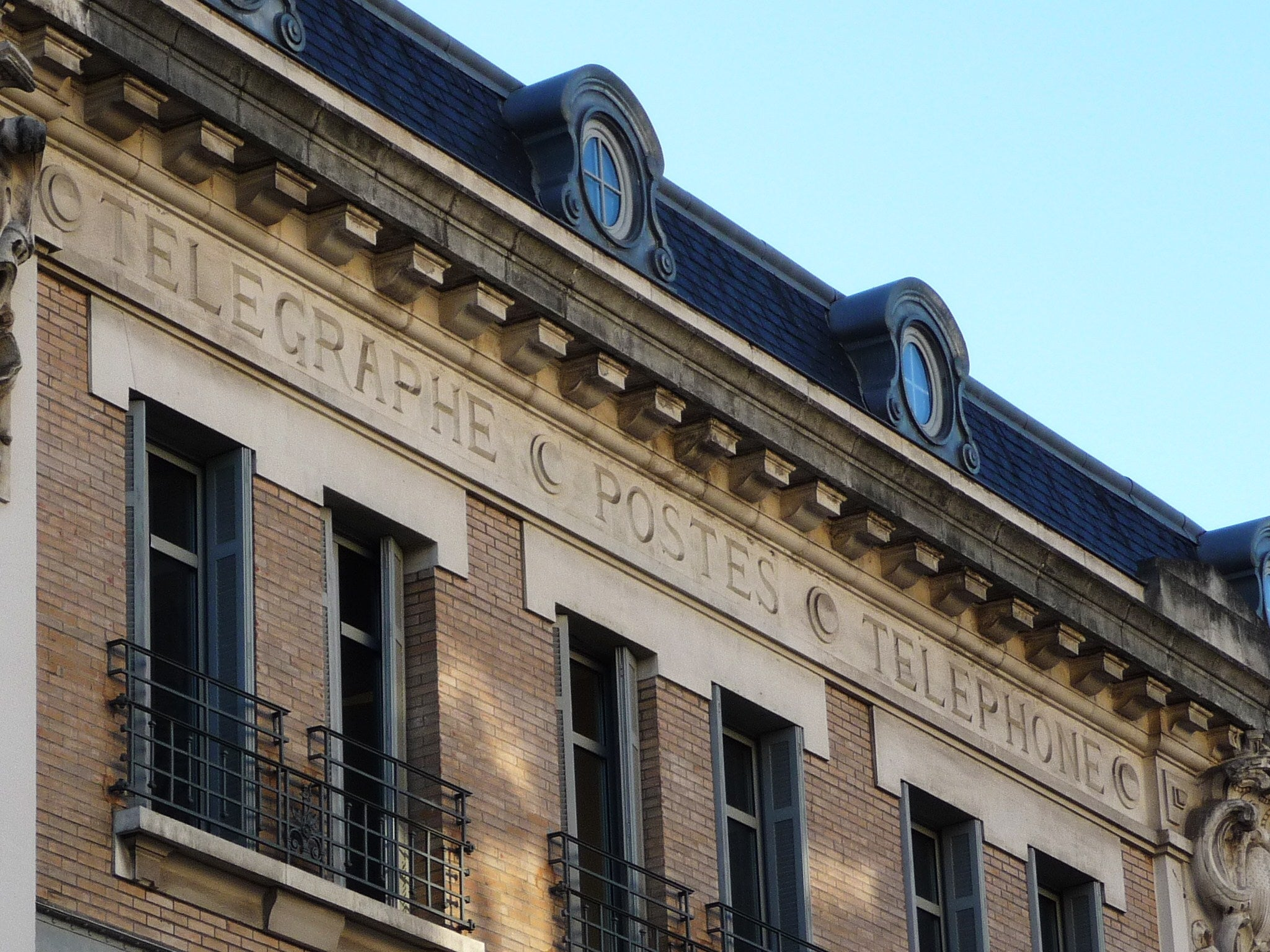 Old Post Office building, Telegraphs and telephones