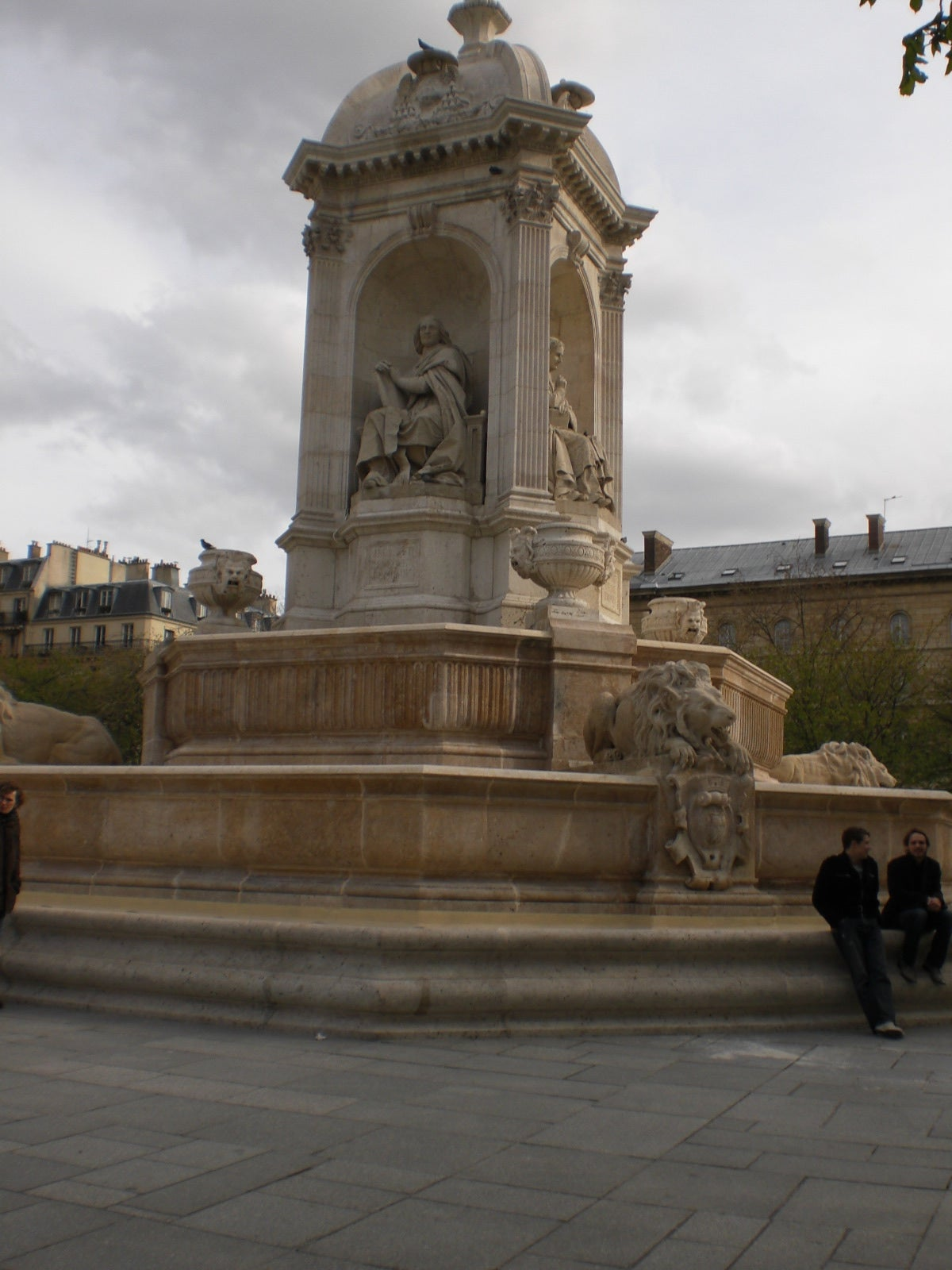 Memorial en Plaza Saint Sulpice