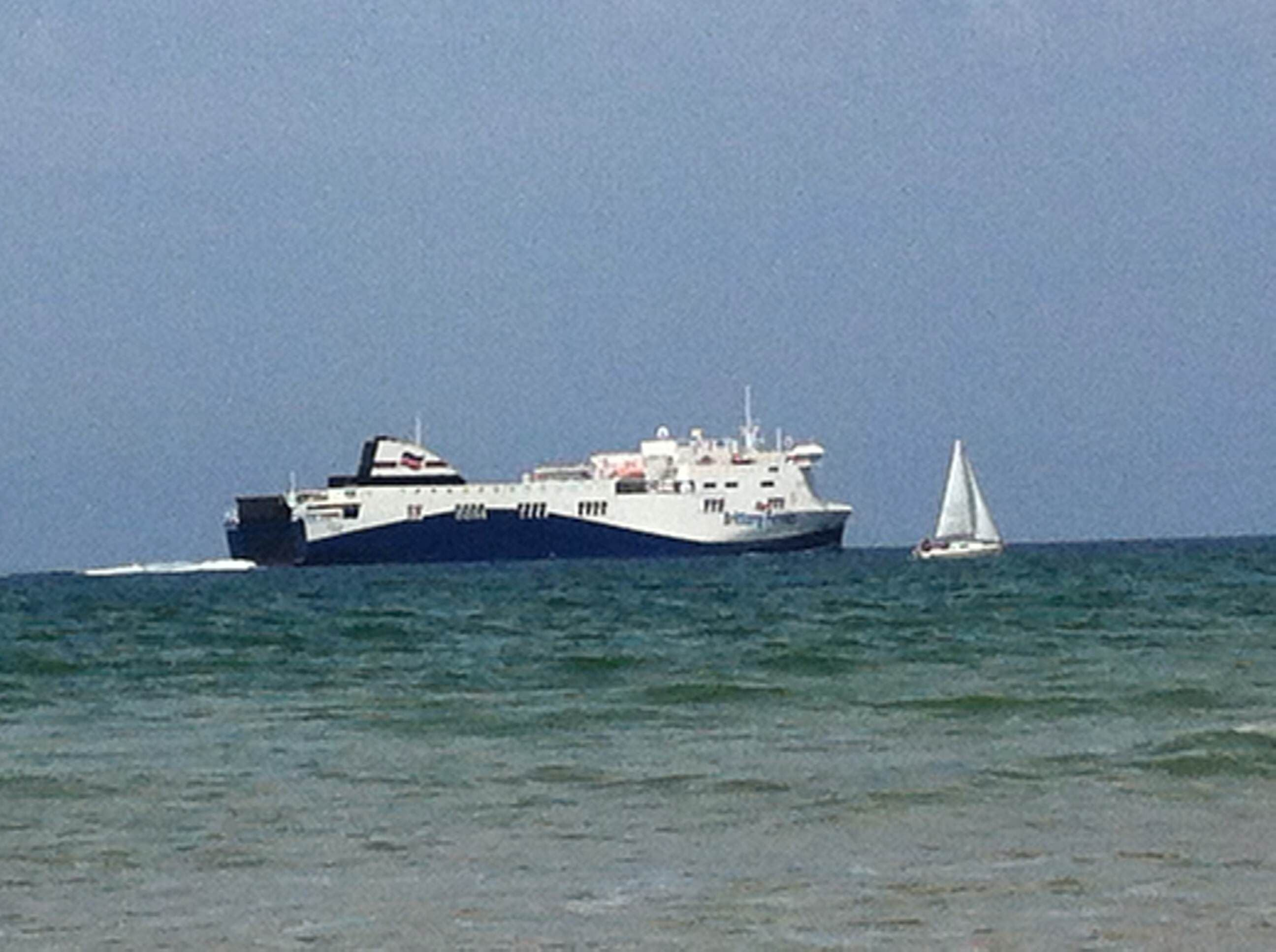 Ferry en Playa del Puntal