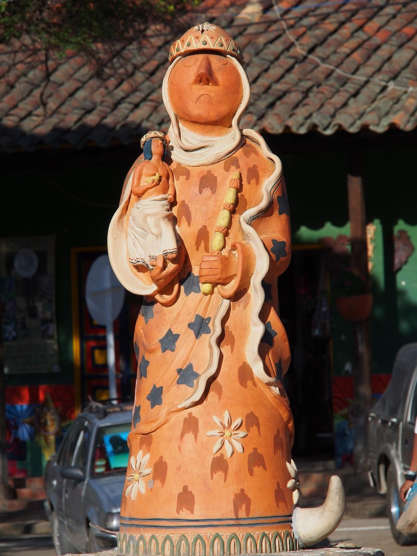 Figura en Plaza Mayor de Ráquira