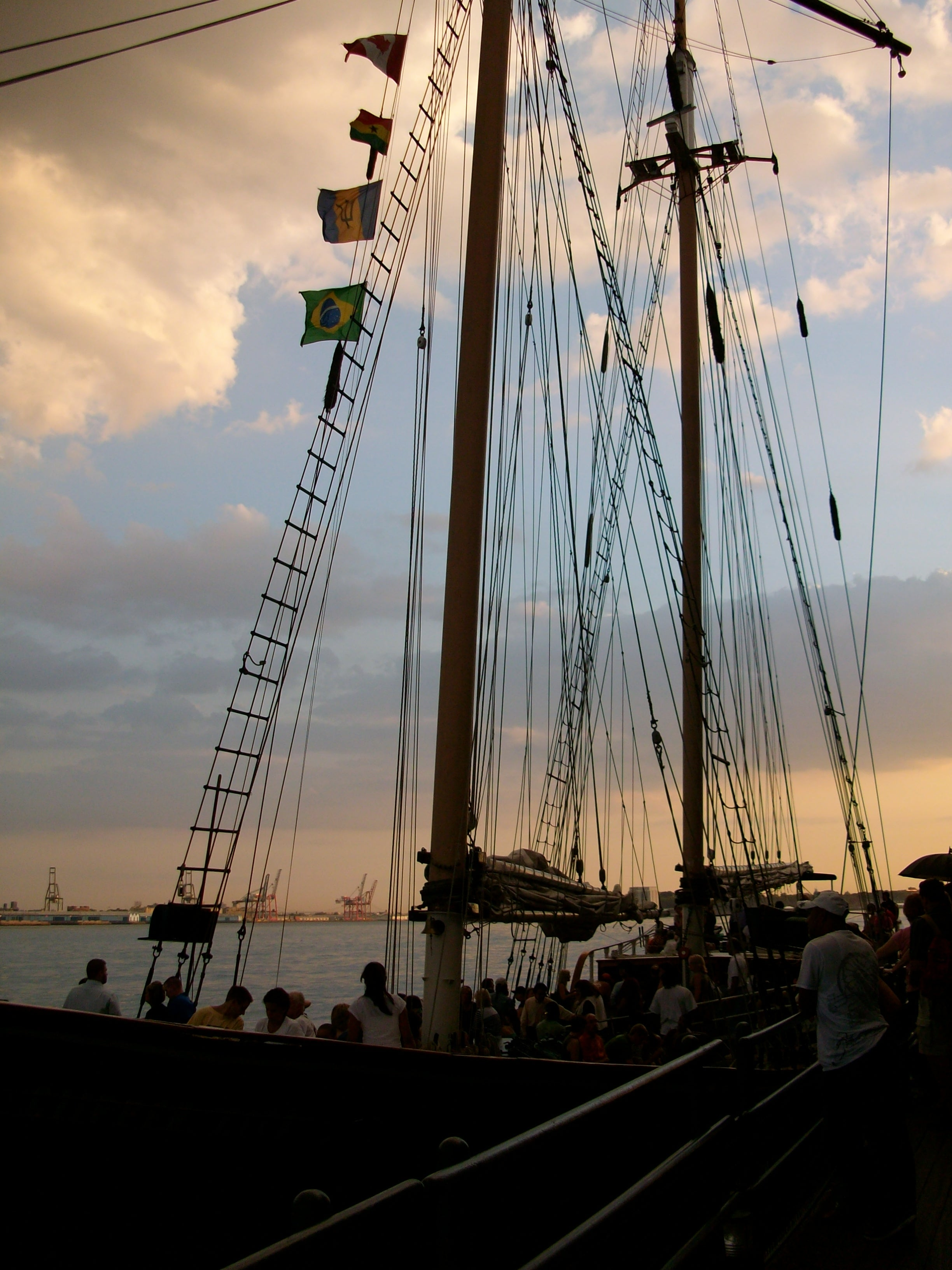 Nube en Paseo en el velero Clipper City Tall Ship