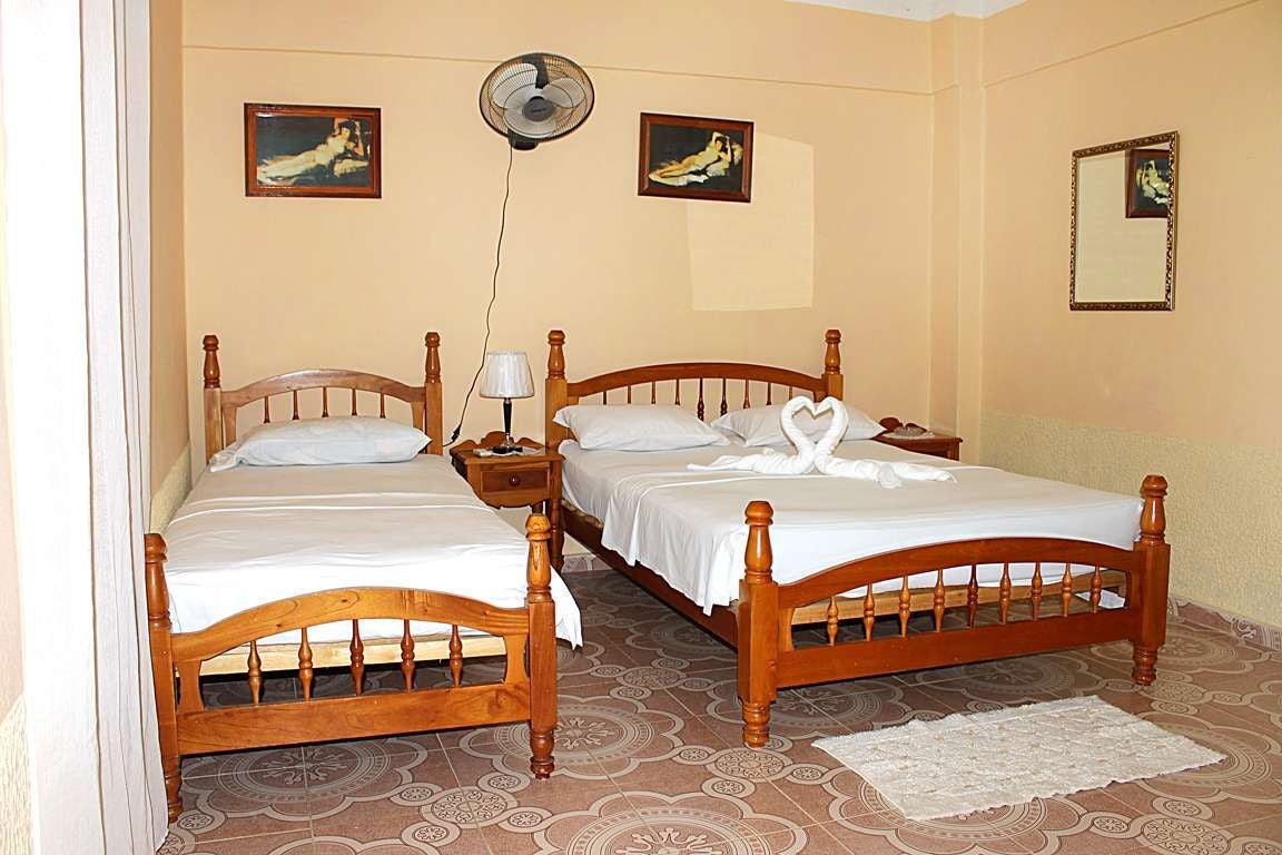 photos de sommier hostal mirella e iv n trinidad 9975416. Black Bedroom Furniture Sets. Home Design Ideas