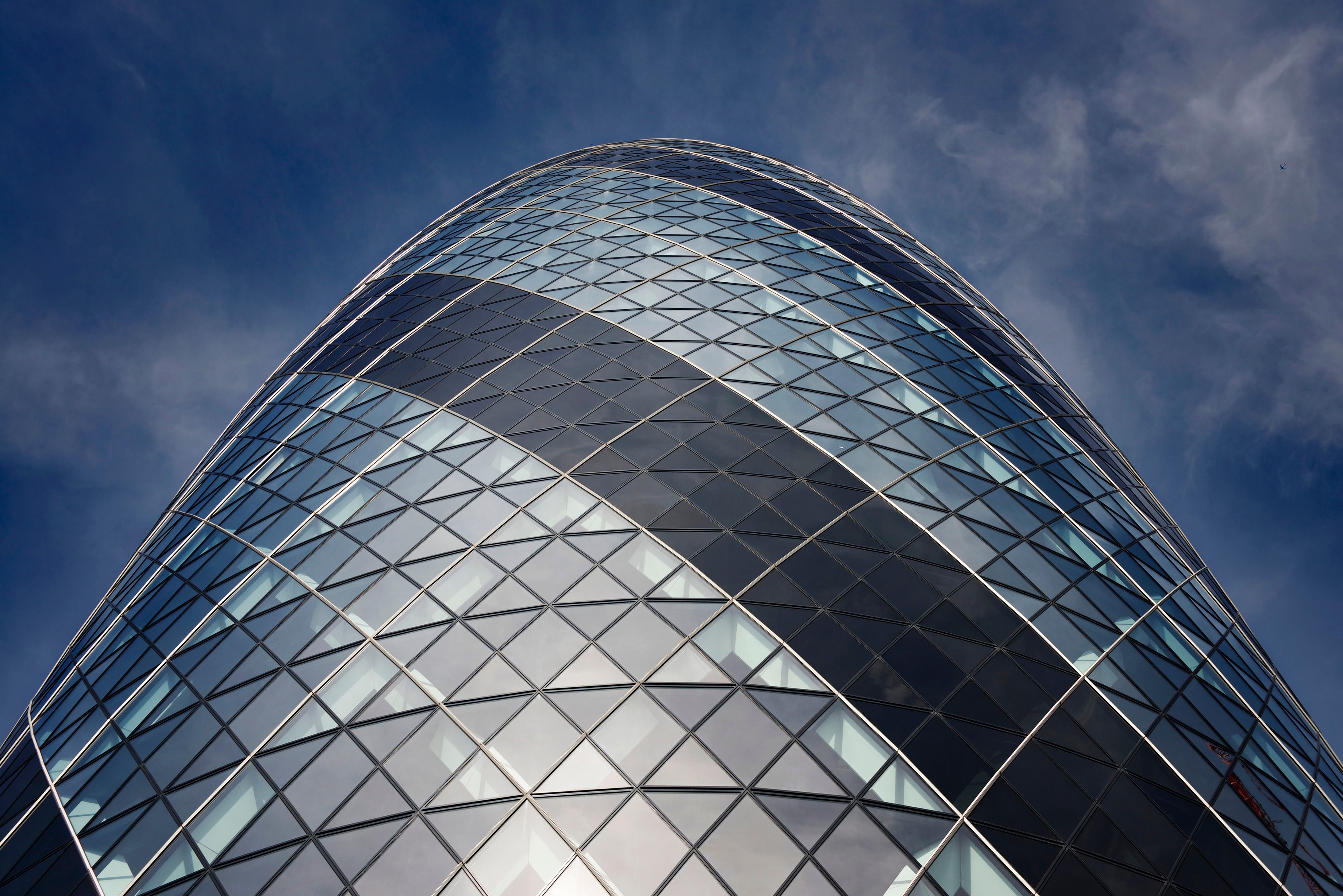 Arco en Swiss Re Tower - Torre Gherkin