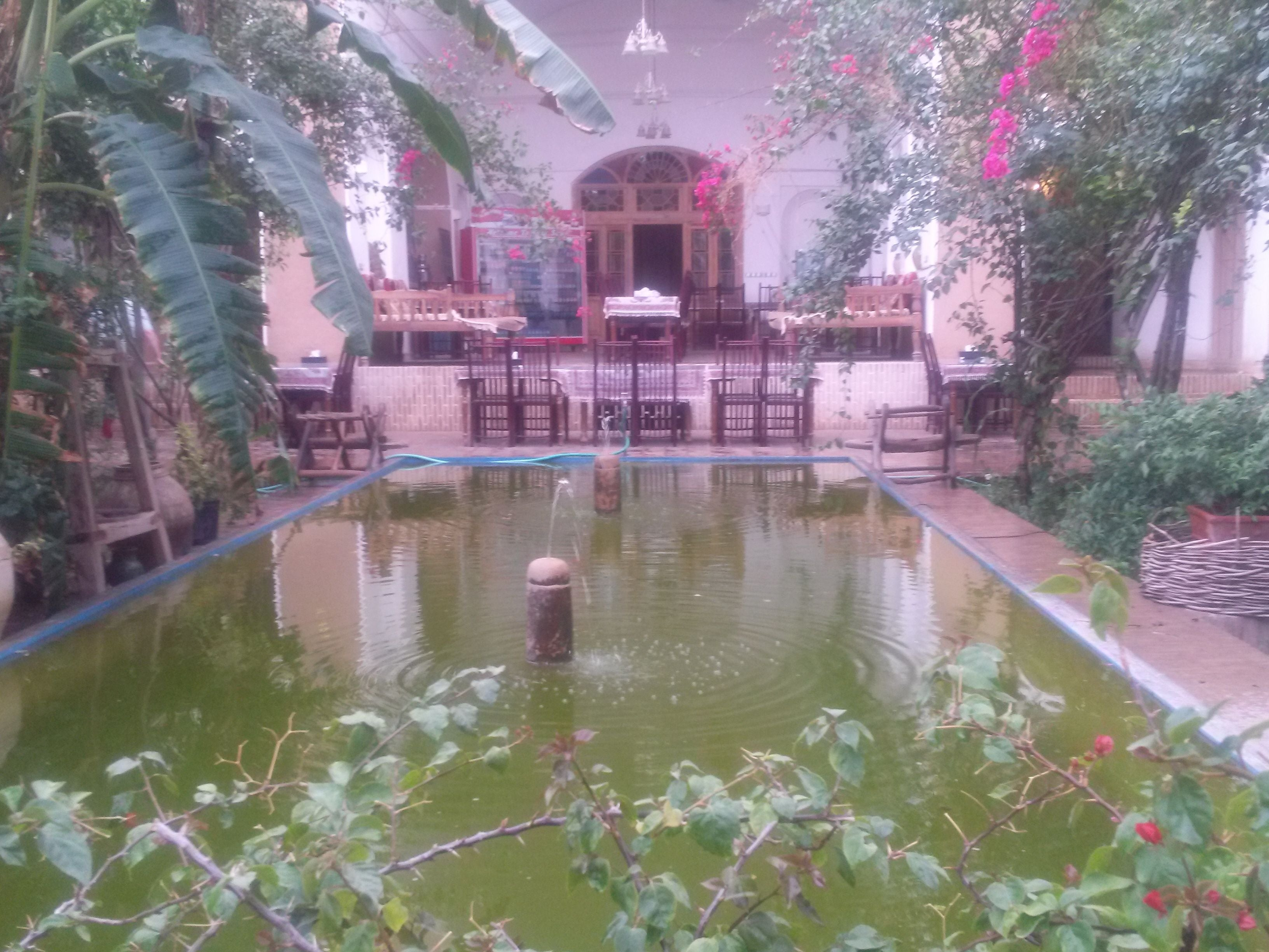Manouchehri Traditional Hotel