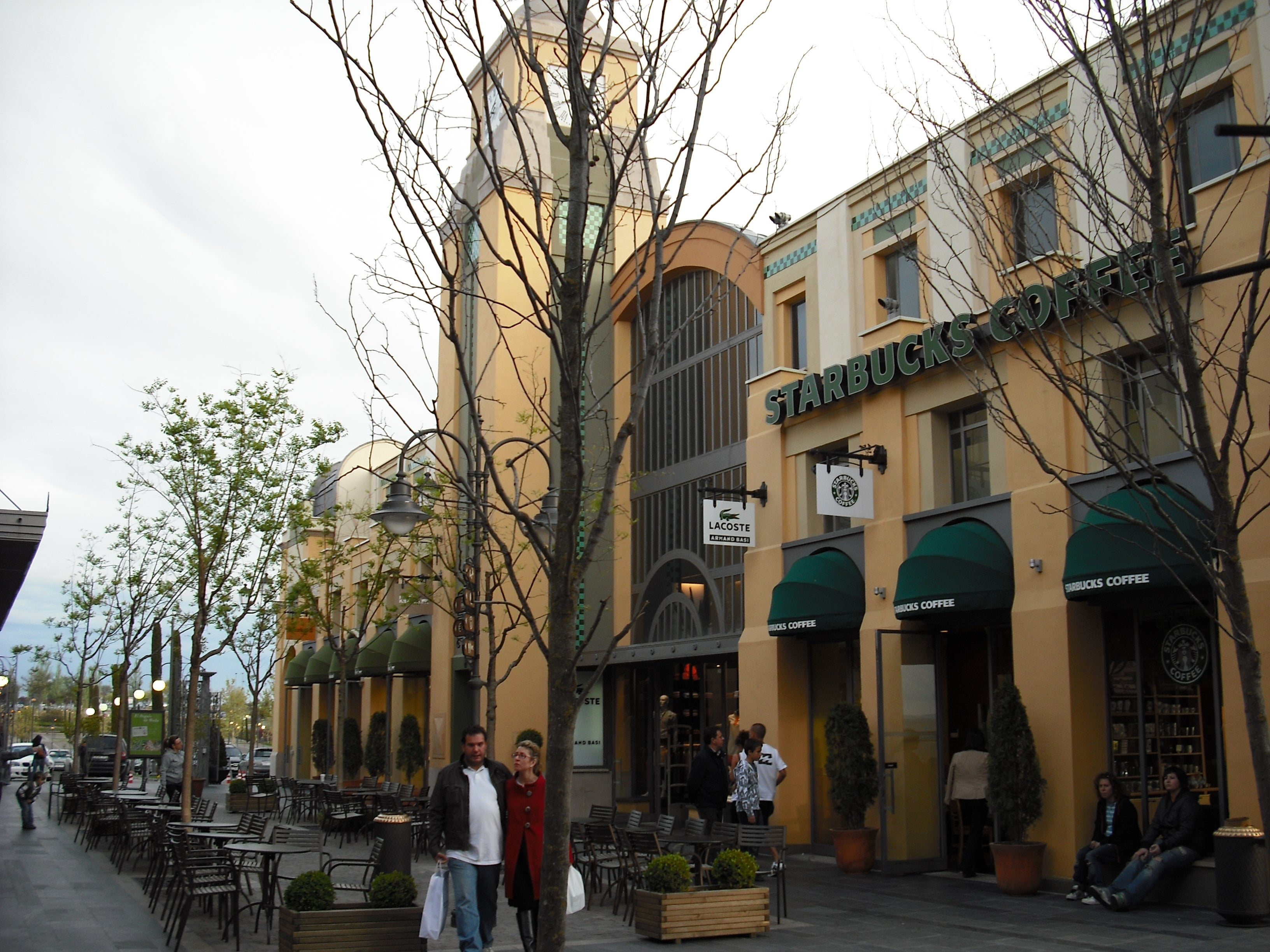 Arquitectura en Las Rozas Village outlet shopping