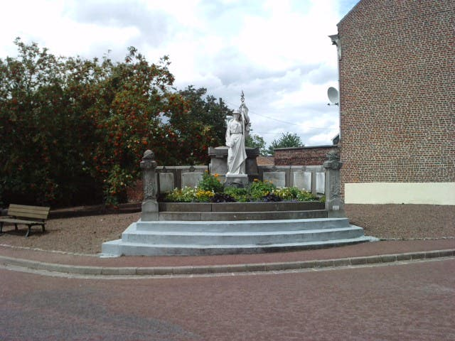 Monument aux morts la chapelle d 39 armenti res 1 for Garage la chapelle d armentieres