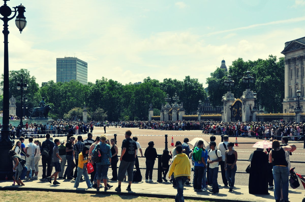 Multitud en Palacio de Buckingham
