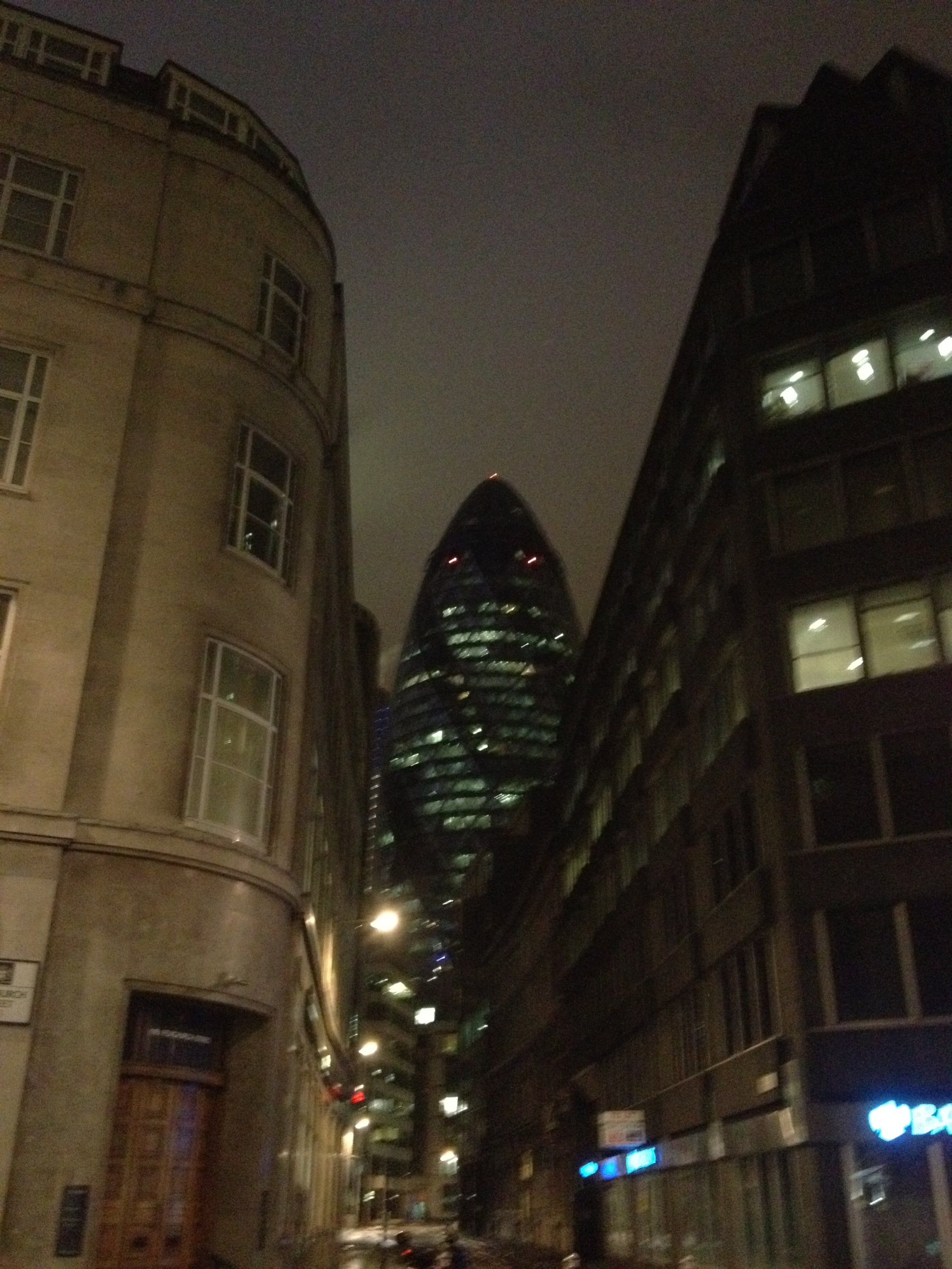 Oscuridad en Swiss Re Tower - Torre Gherkin