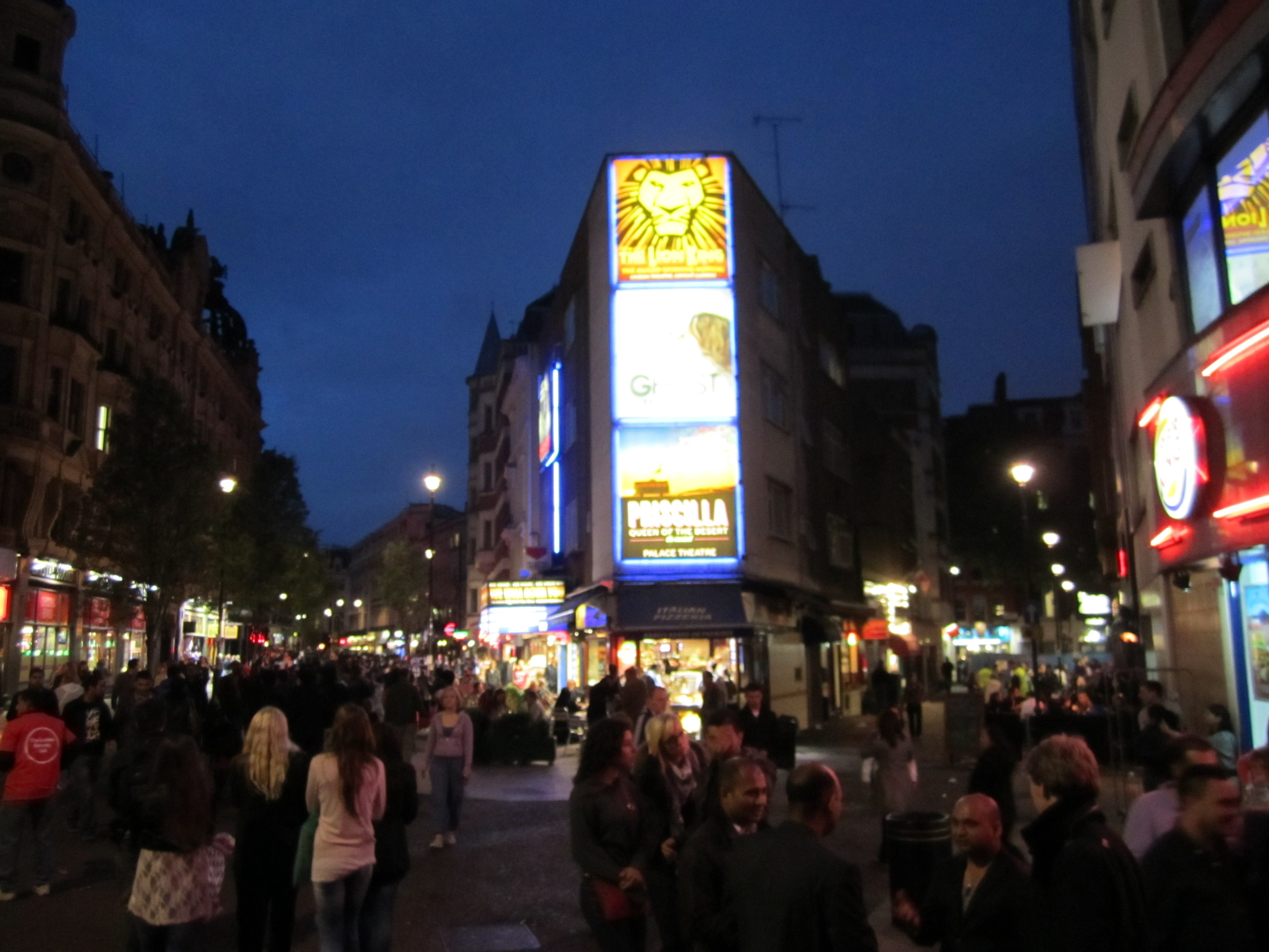 Multitud en Leicester Square