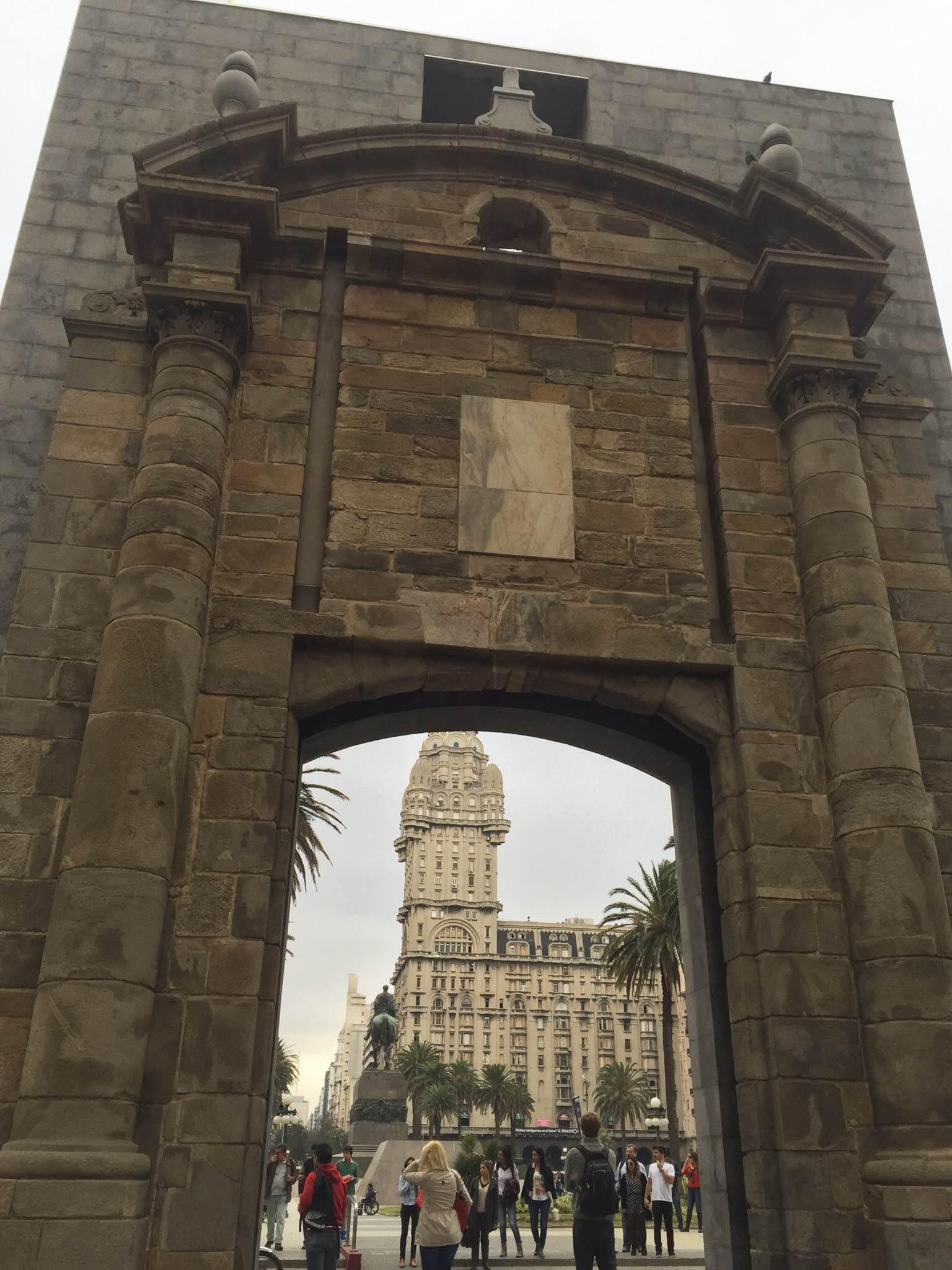 Catedral en Plaza Independencia