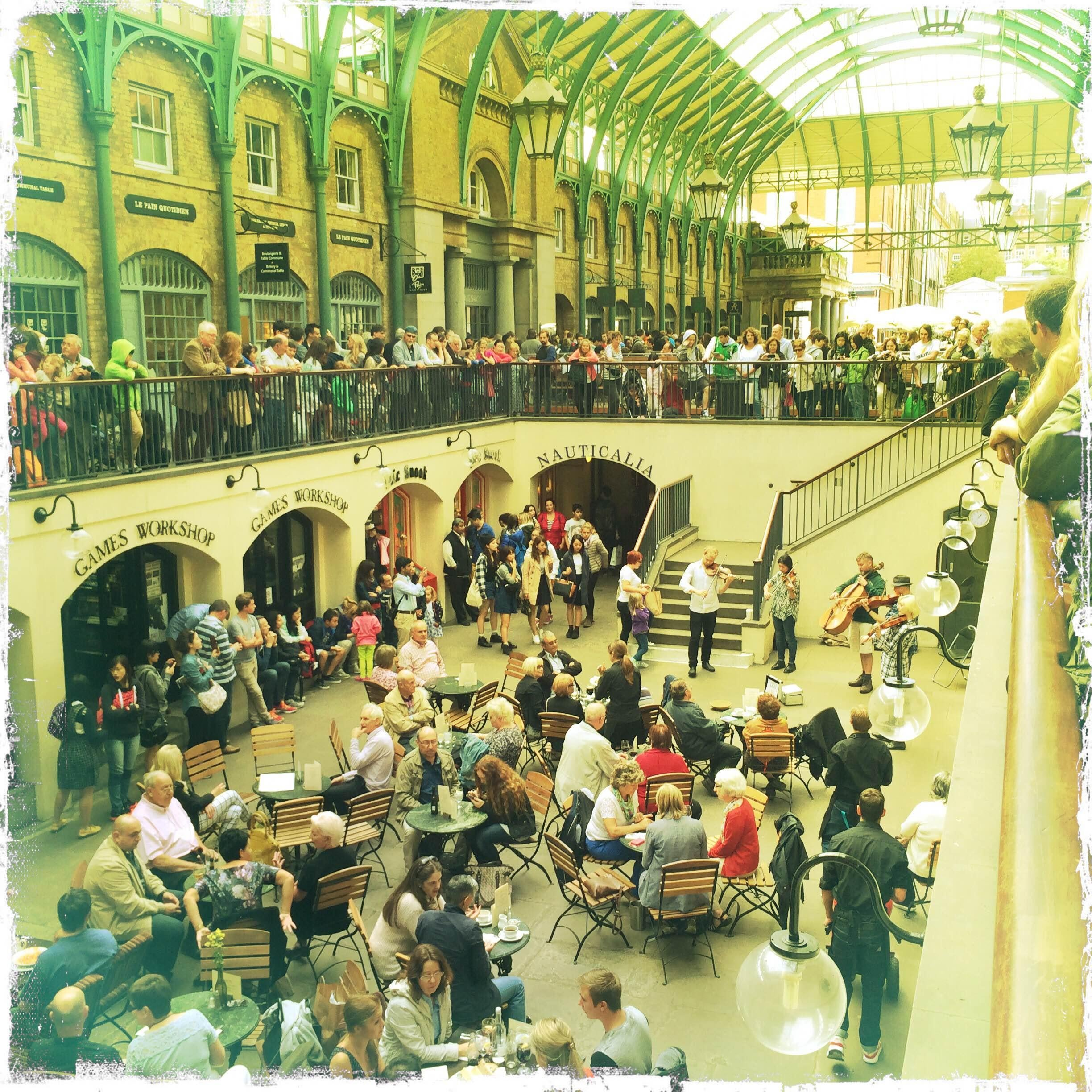 Multitud en Covent Garden